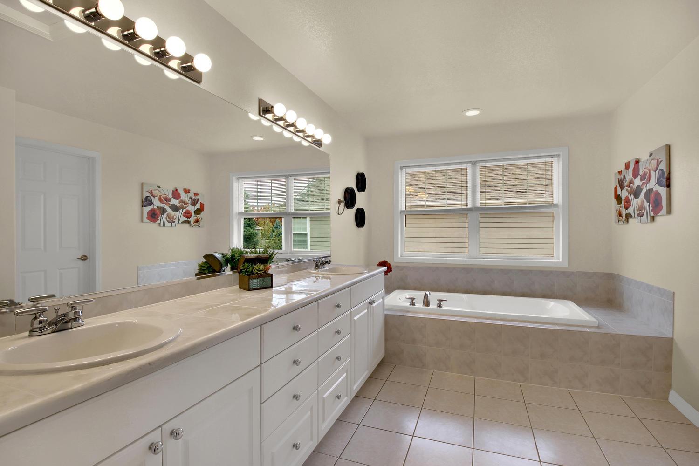 3665 Cayman Pl Boulder CO-large-026-30-Bathroom-1500x1000-72dpi.jpg