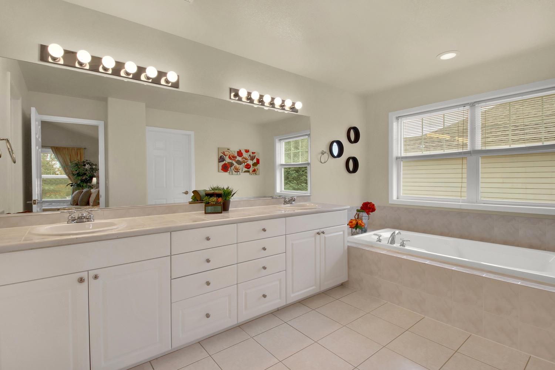 3665 Cayman Pl Boulder CO-large-027-32-Bathroom-1500x1000-72dpi.jpg