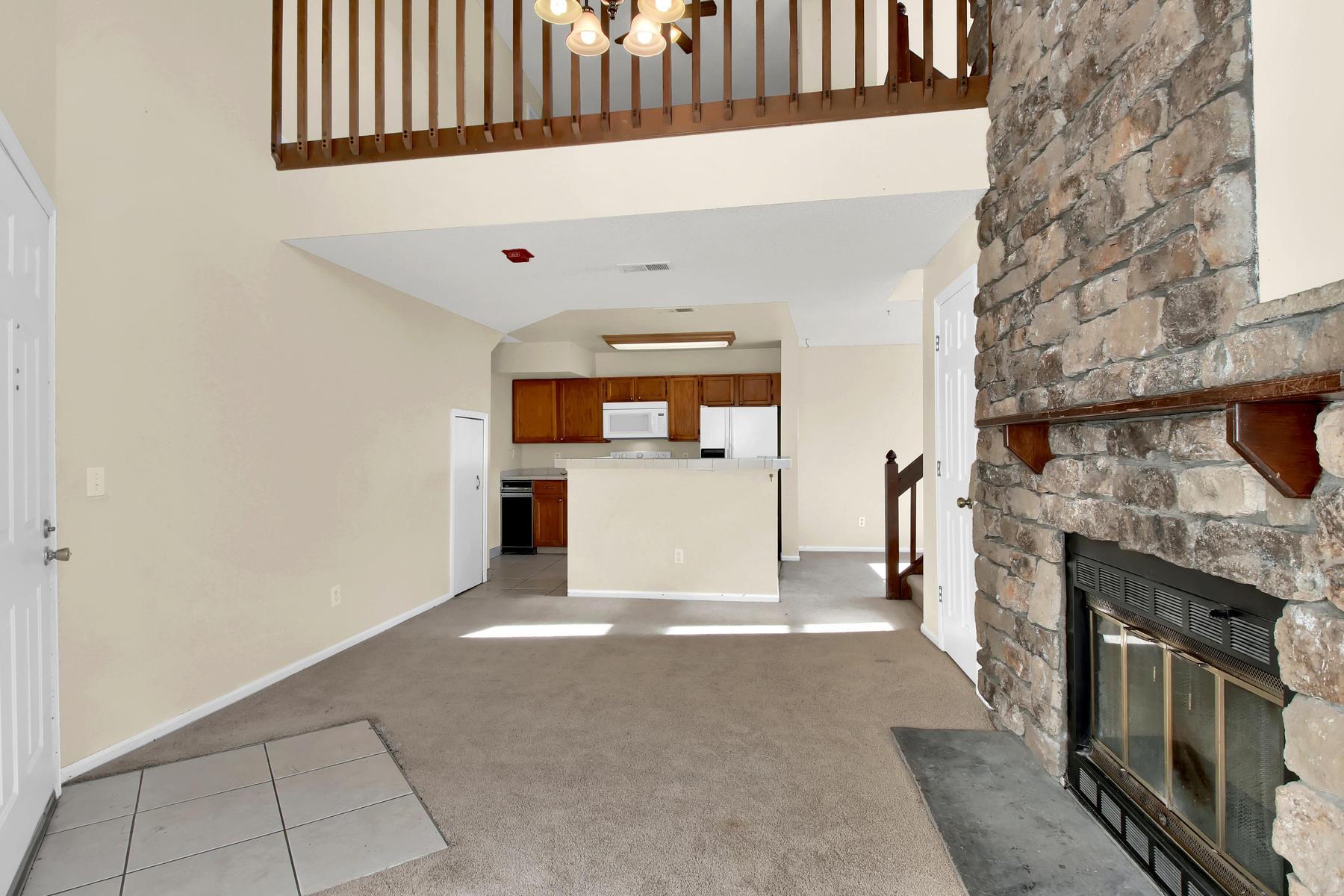 5620 W 80th Pl 72 Arvada CO-007-20-Living Room-MLS_Size.jpg
