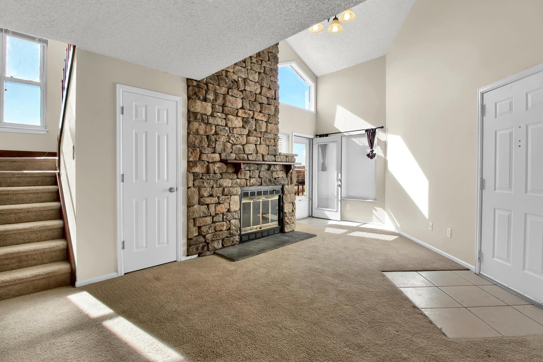 5620 W 80th Pl 72 Arvada CO-008-18-Living Room-MLS_Size.jpg