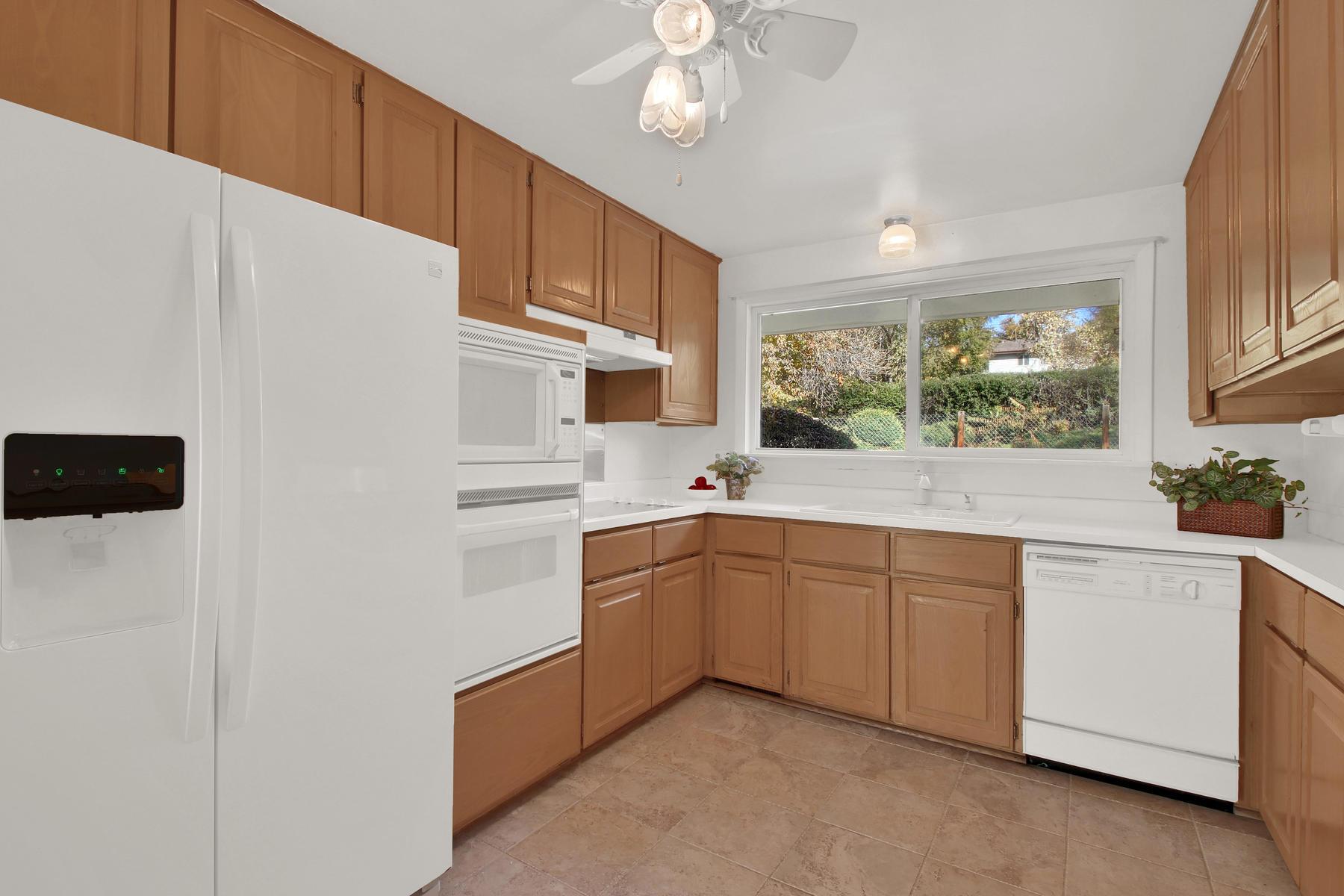 9035 Cole Dr Arvada CO 80004-008-15-Kitchen-MLS_Size.jpg