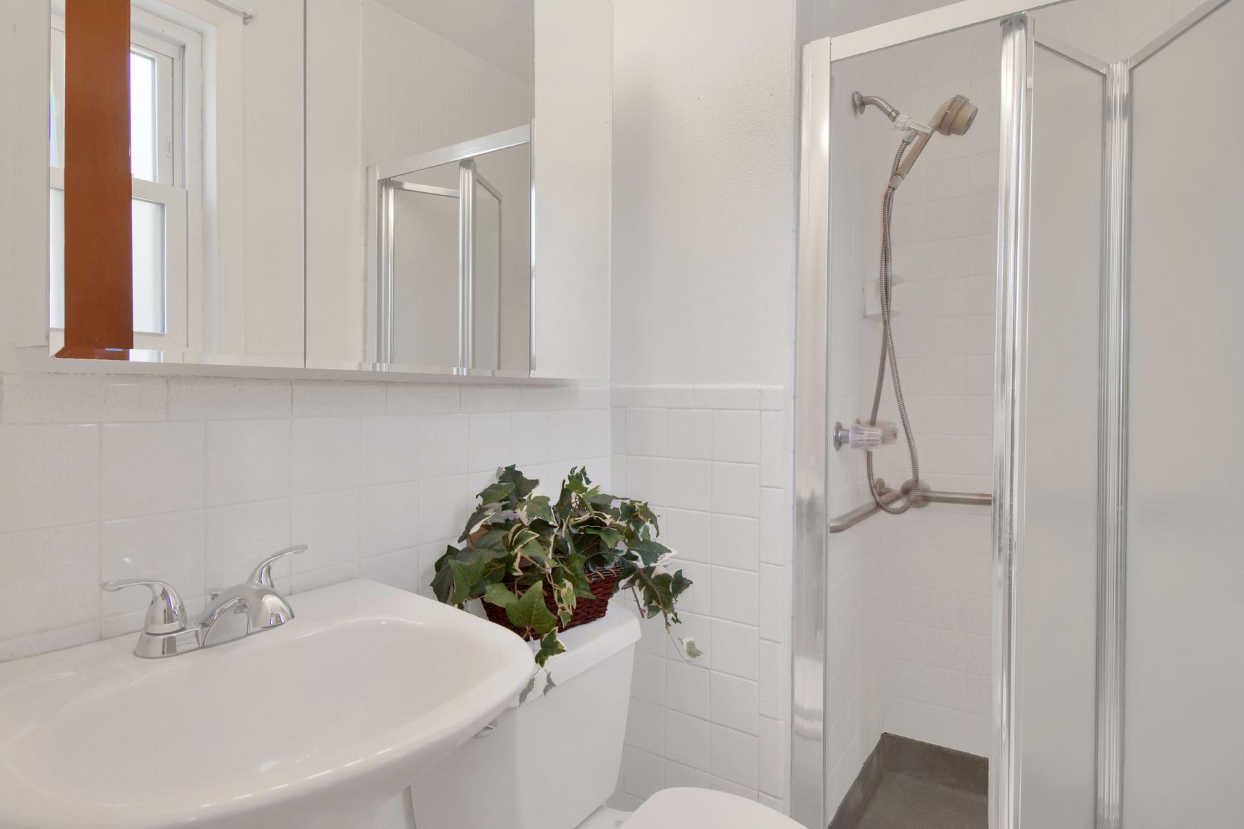 9035 Cole Dr Arvada CO 80004-017-24-Bathroom-MLS_Size.jpg