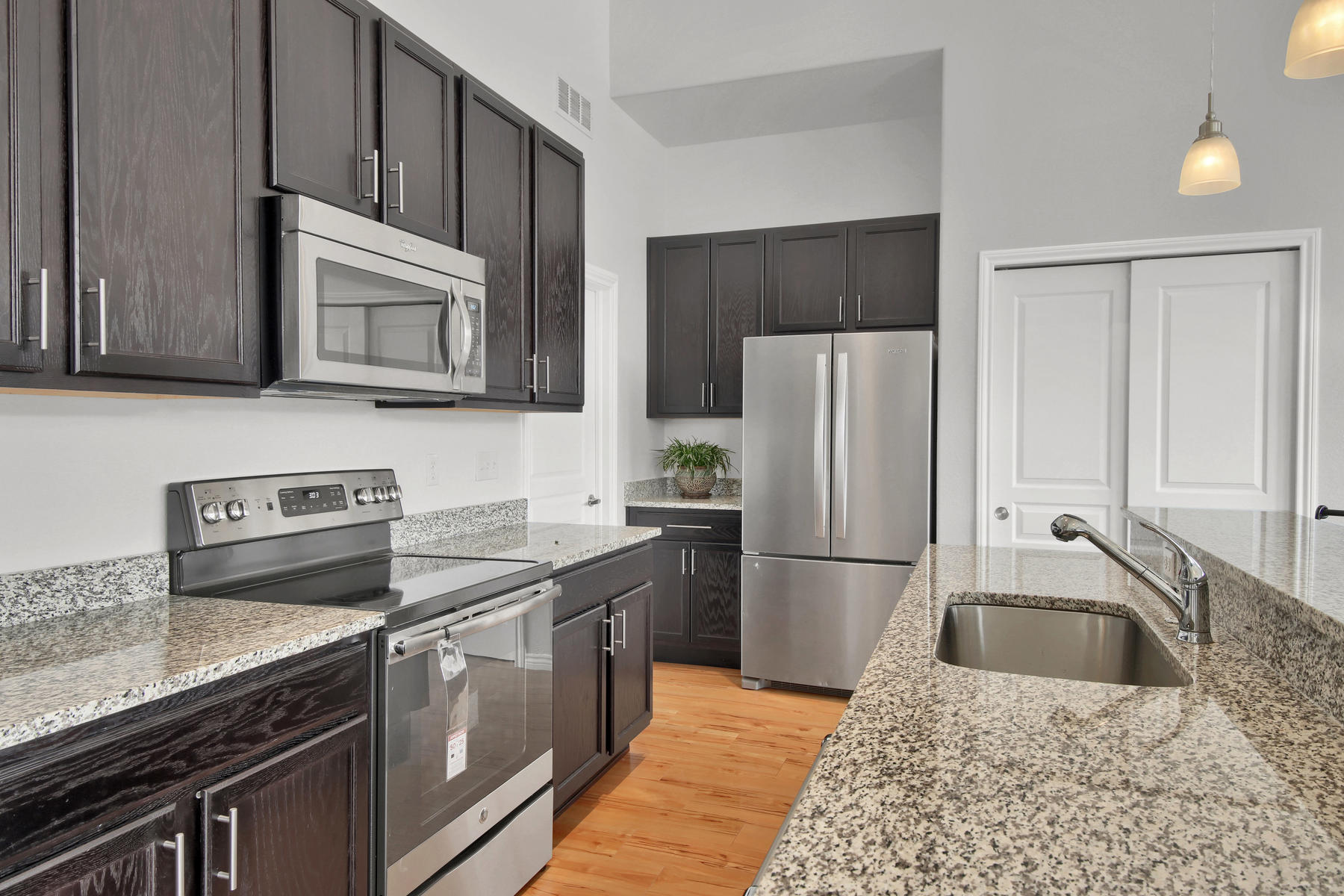 14287 W 88th Pl A Arvada CO-020-32-Kitchen-MLS_Size.jpg