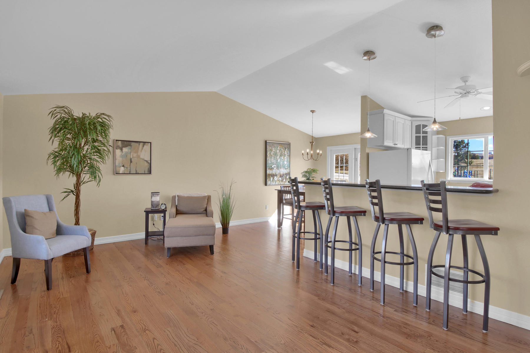 310 W Prestwick Way Castle-020-21-Living Room-MLS_Size.jpg