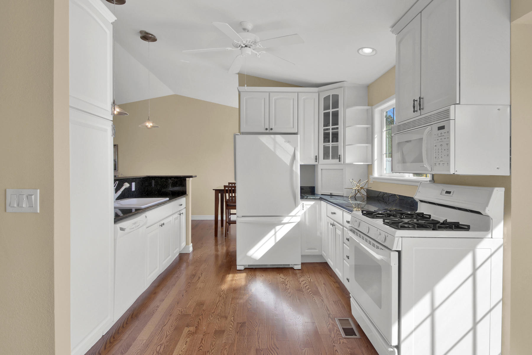 310 W Prestwick Way Castle-022-23-Kitchen-MLS_Size.jpg