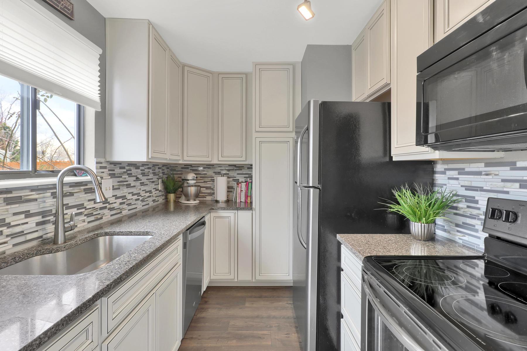 990 W 133rd Cir E Westminster-012-23-Kitchen-MLS_Size.jpg