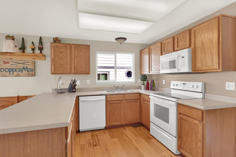 10816 W 55th Ln Arvada CO-large-010-14-Kitchen-1500x1000-72dpi.jpg