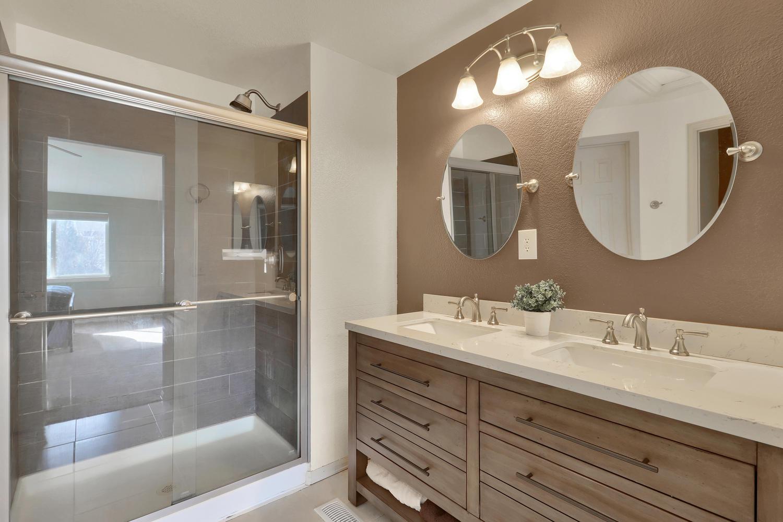 10816 W 55th Ln Arvada CO-large-023-33-Bathroom-1500x1000-72dpi.jpg