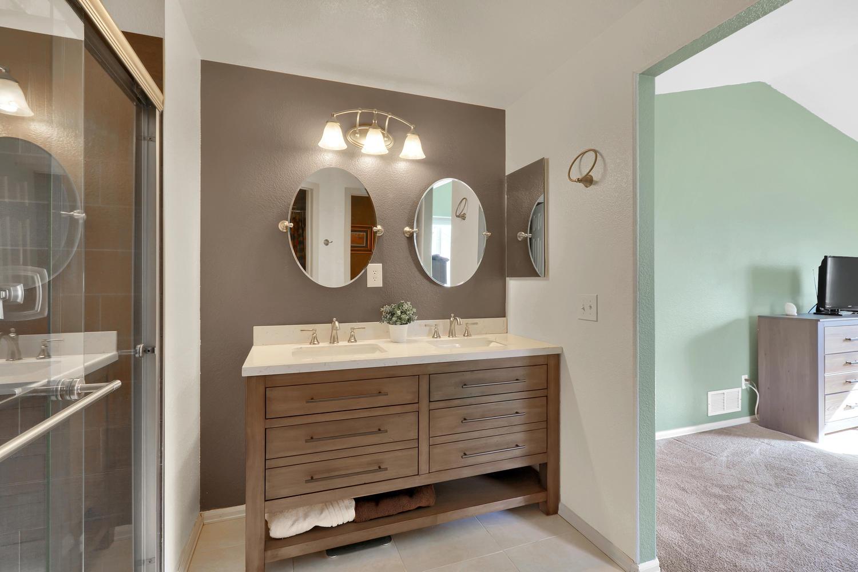 10816 W 55th Ln Arvada CO-large-024-32-Bathroom-1500x1000-72dpi.jpg