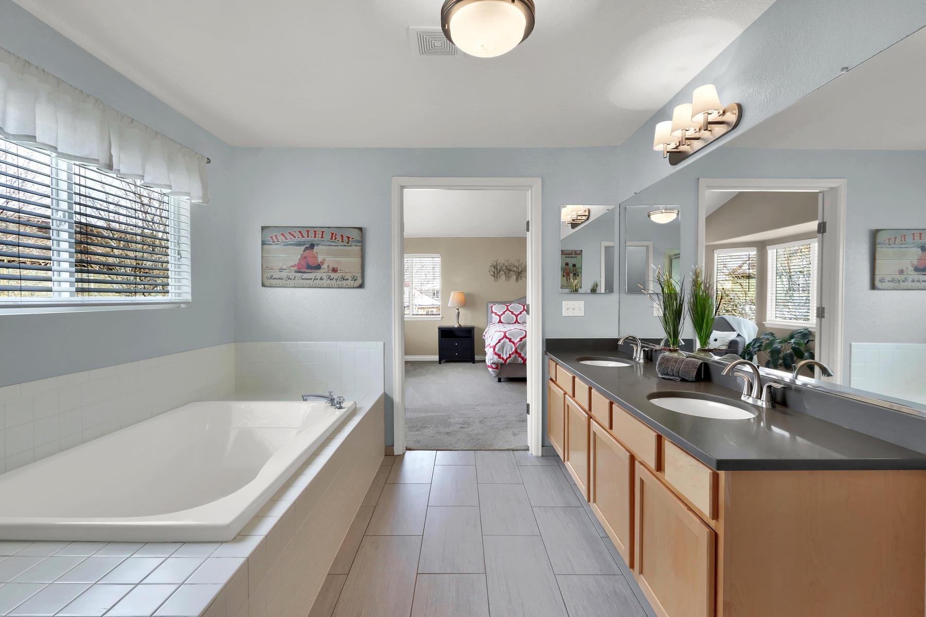 10651 W 54th Ave Arvada CO-024-25-Bathroom-MLS_Size.jpg