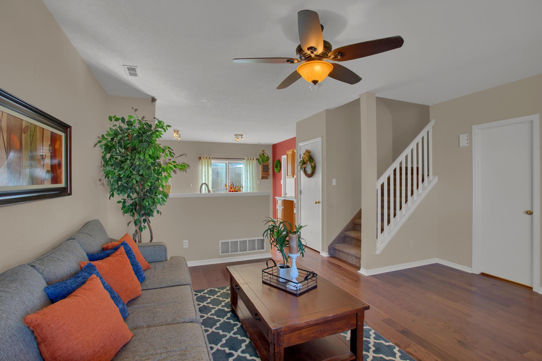 11662 Oakland Dr Commerce City-003-4-Living Room-MLS_Size.jpg
