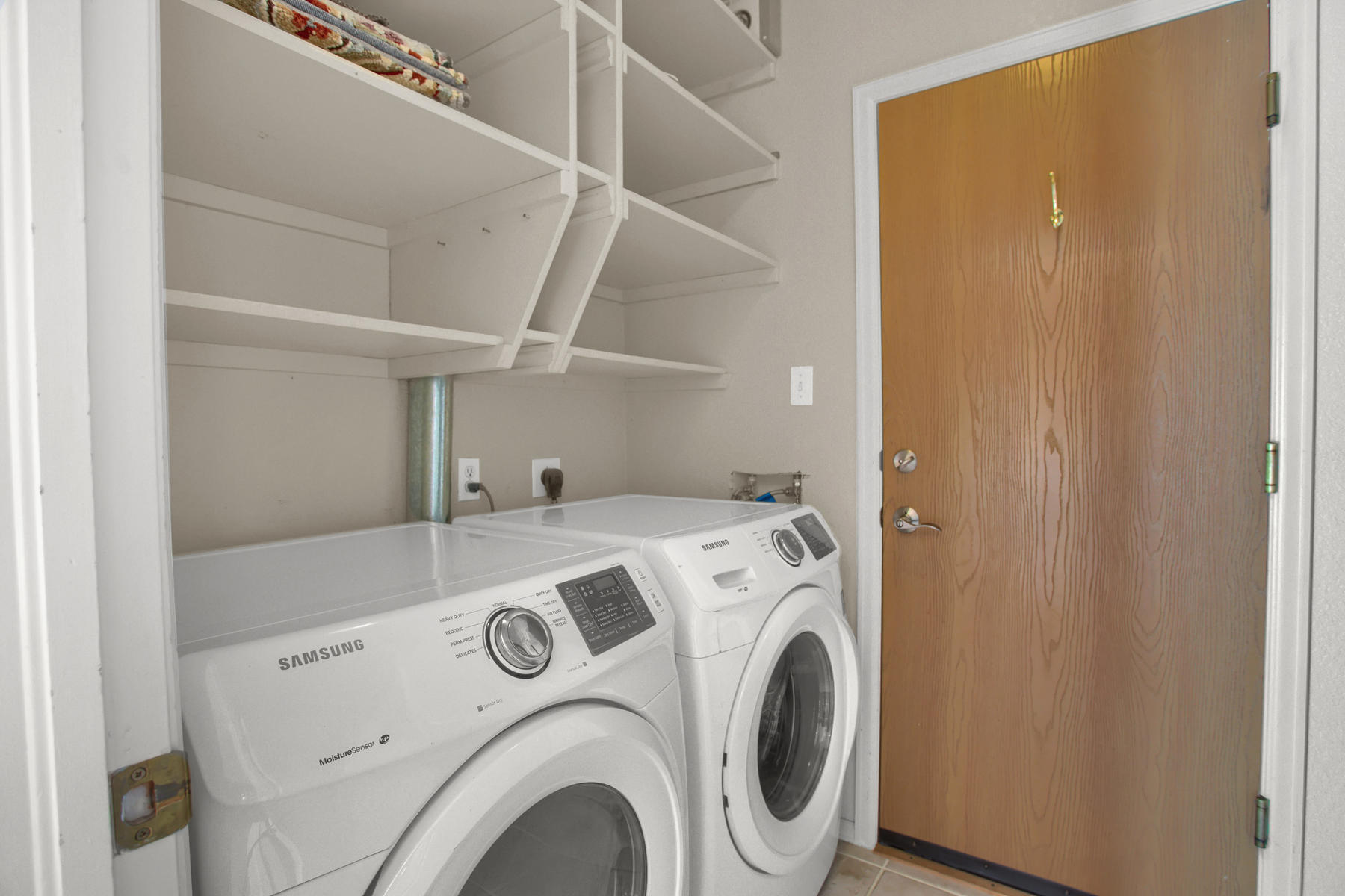 11662 Oakland Dr Commerce City-017-7-Laundry-MLS_Size.jpg