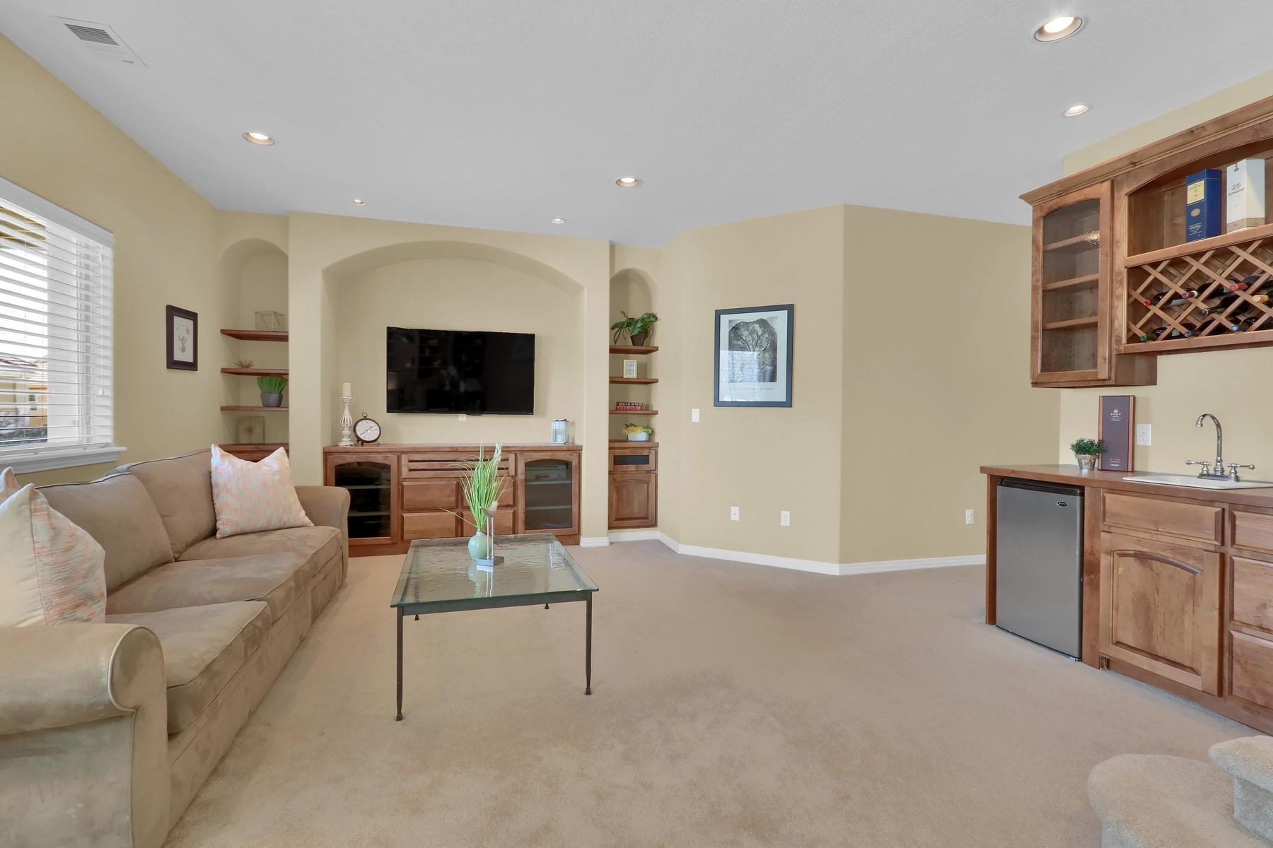 2057 Cedarwood Pl Erie CO-003-10-Family Room-MLS_Size.jpg