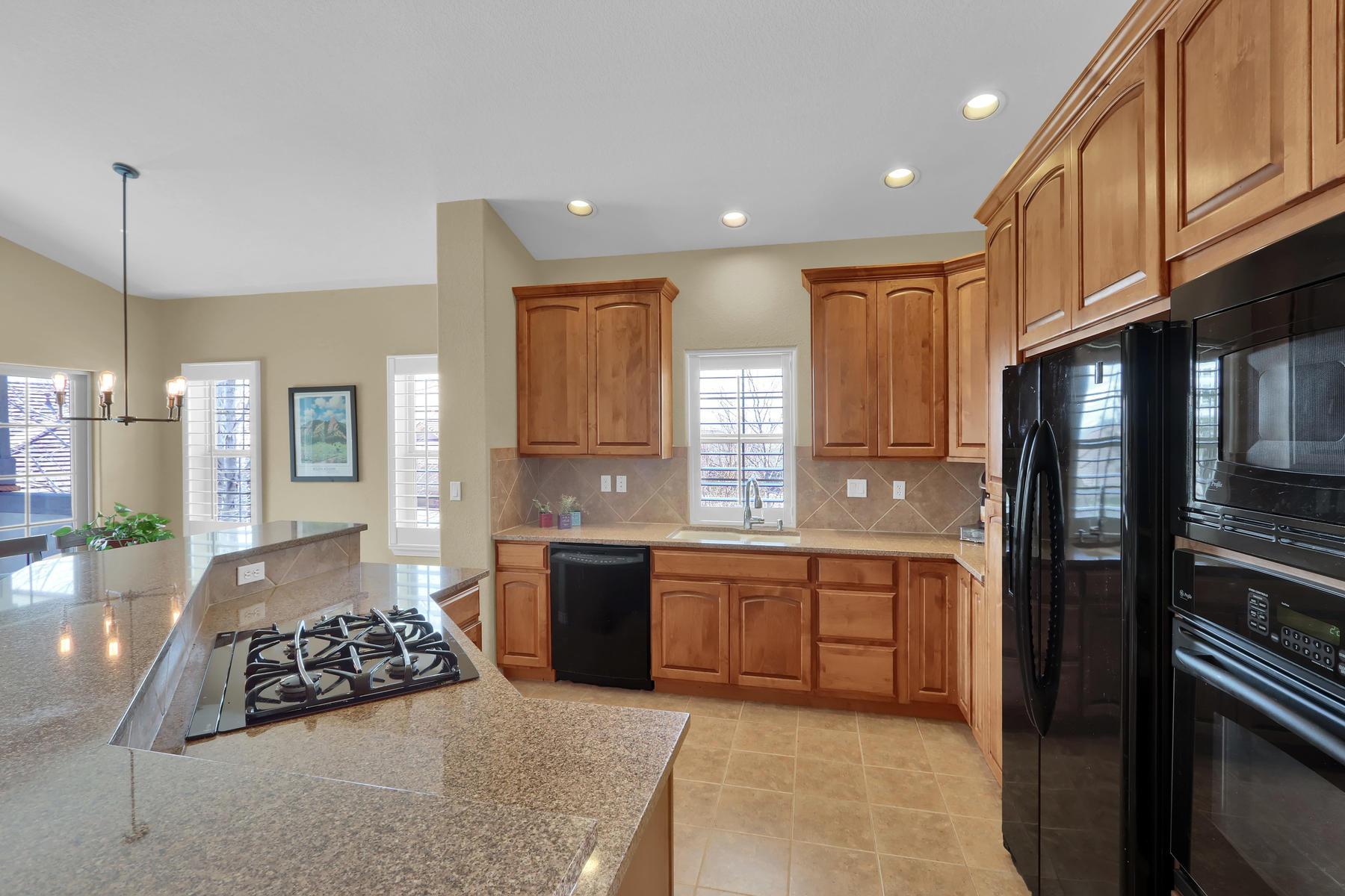 2057 Cedarwood Pl Erie CO-006-8-Kitchen-MLS_Size.jpg