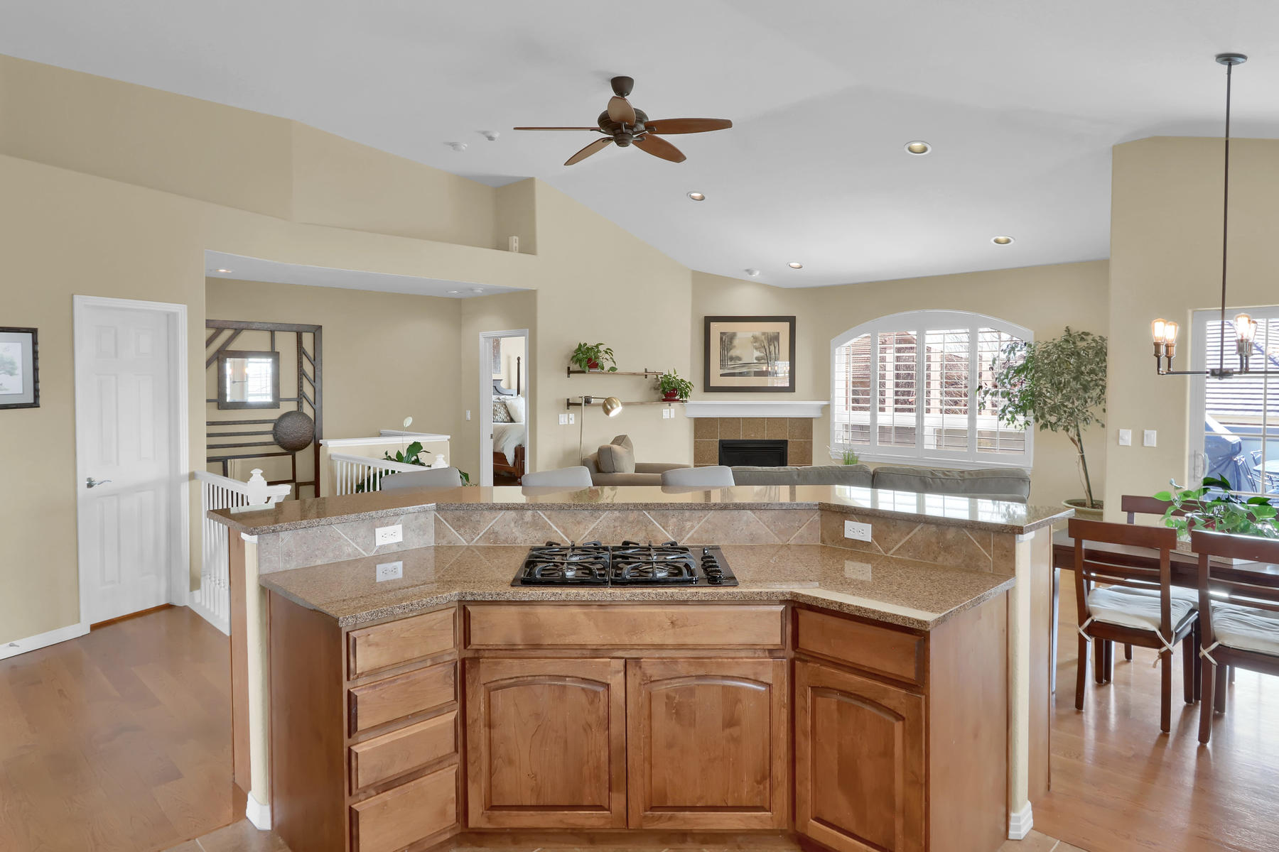 2057 Cedarwood Pl Erie CO-009-12-Kitchen-MLS_Size.jpg