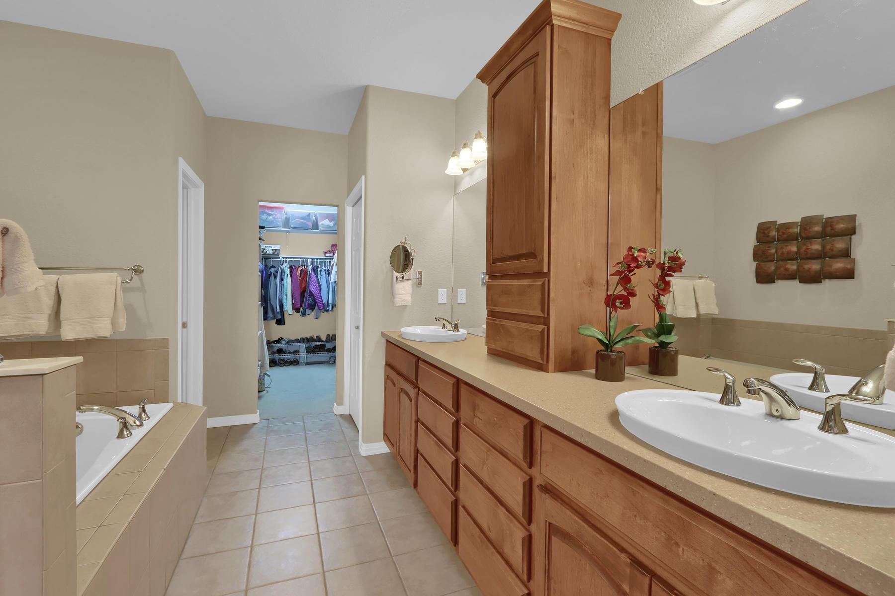 2057 Cedarwood Pl Erie CO-015-17-Bathroom-MLS_Size.jpg
