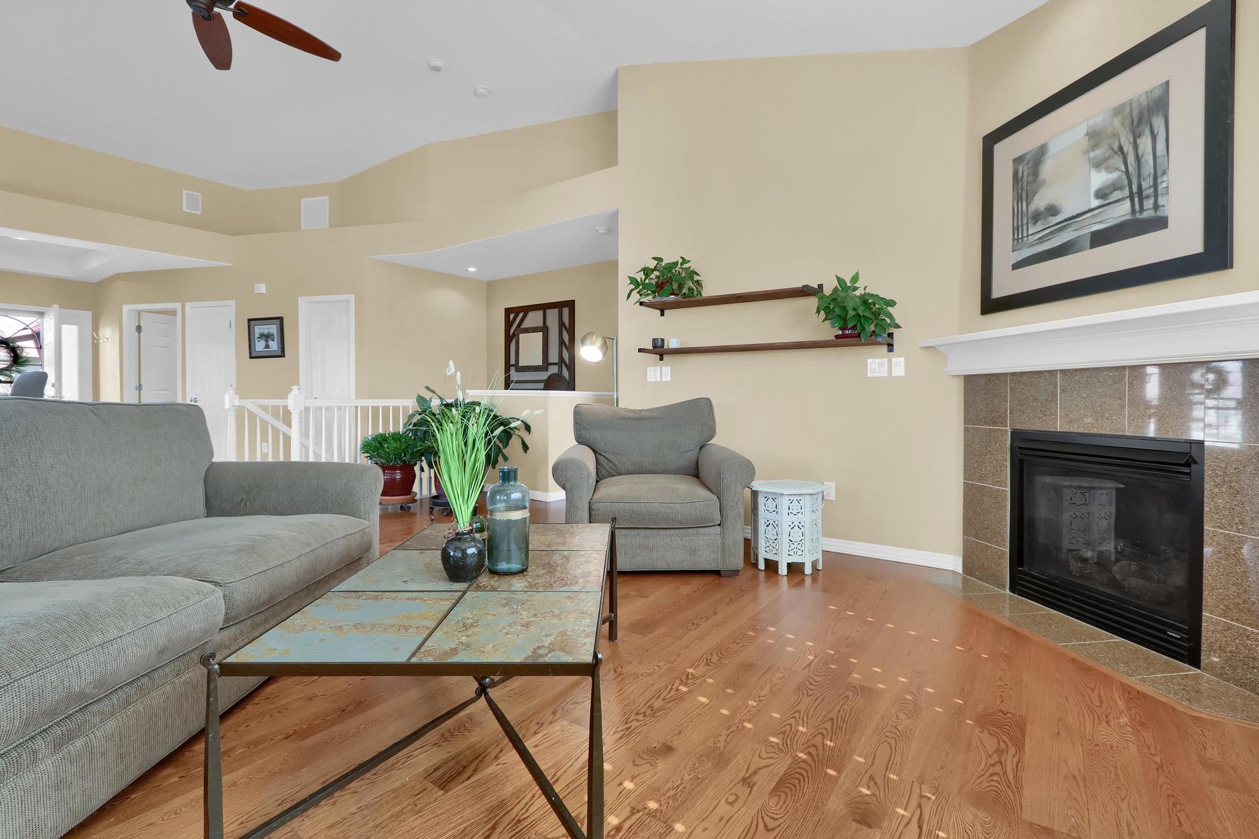 2057 Cedarwood Pl Erie CO-014-22-Living Room-MLS_Size.jpg