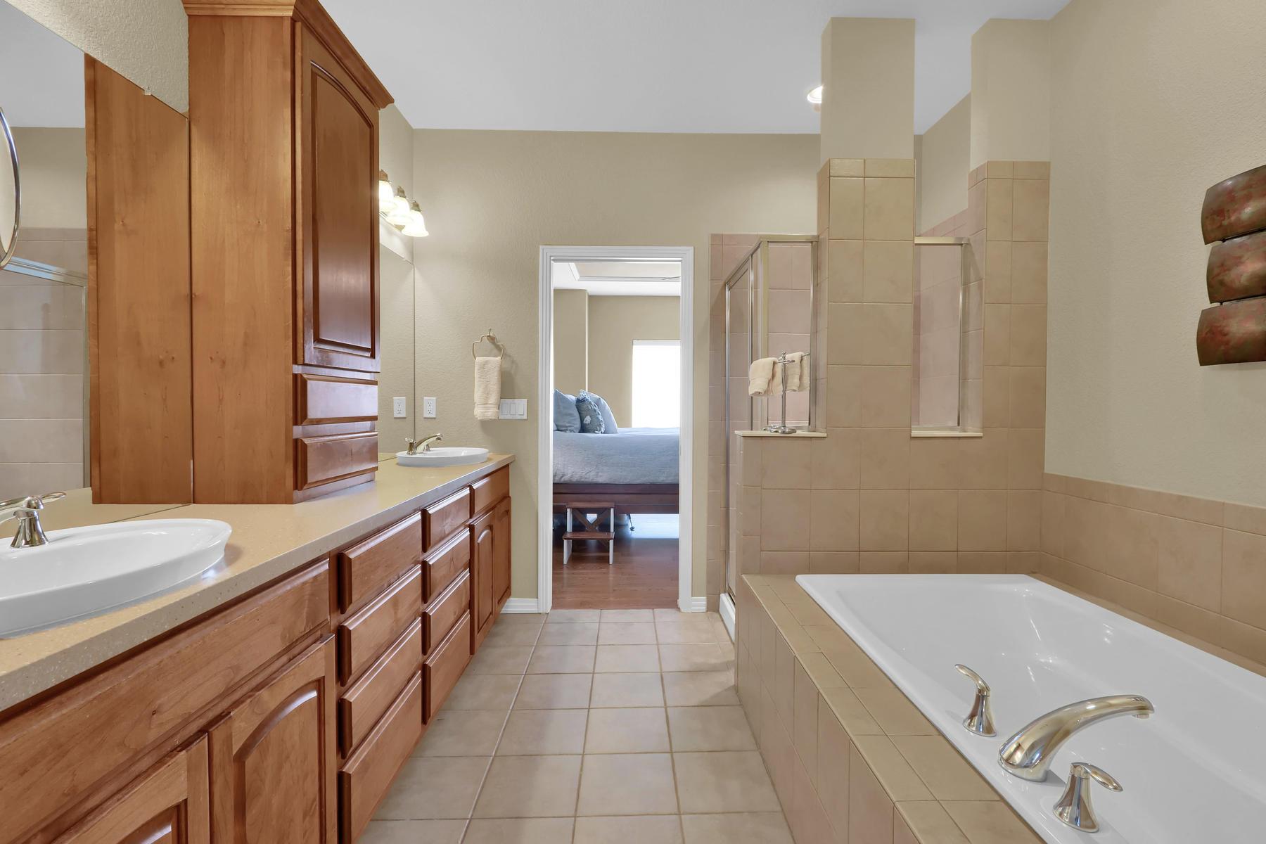 2057 Cedarwood Pl Erie CO-017-19-Bathroom-MLS_Size.jpg
