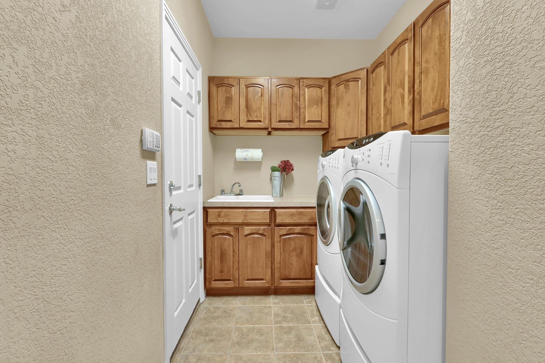 2057 Cedarwood Pl Erie CO-018-21-Laundry-MLS_Size.jpg