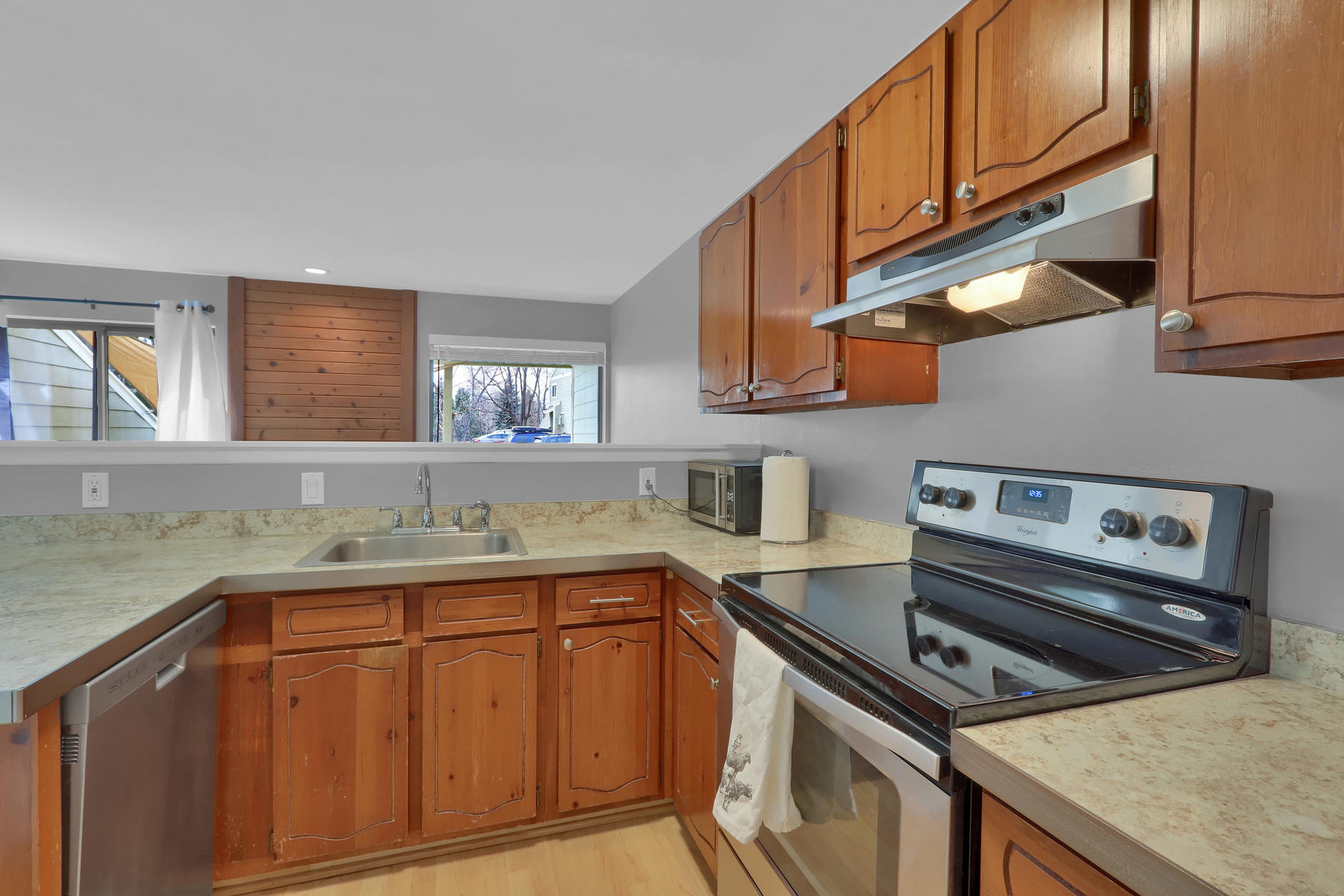 8033 Countryside Park 201-012-15-Kitchen-MLS_Size.jpg