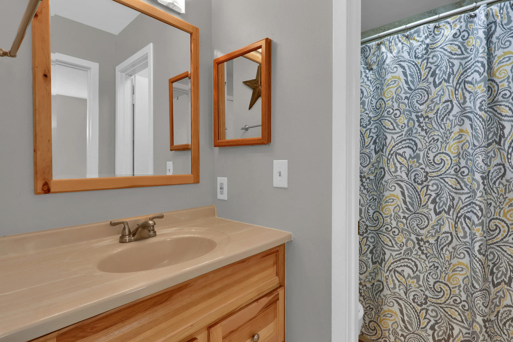 8033 Countryside Park 201-015-16-Bathroom-MLS_Size.jpg