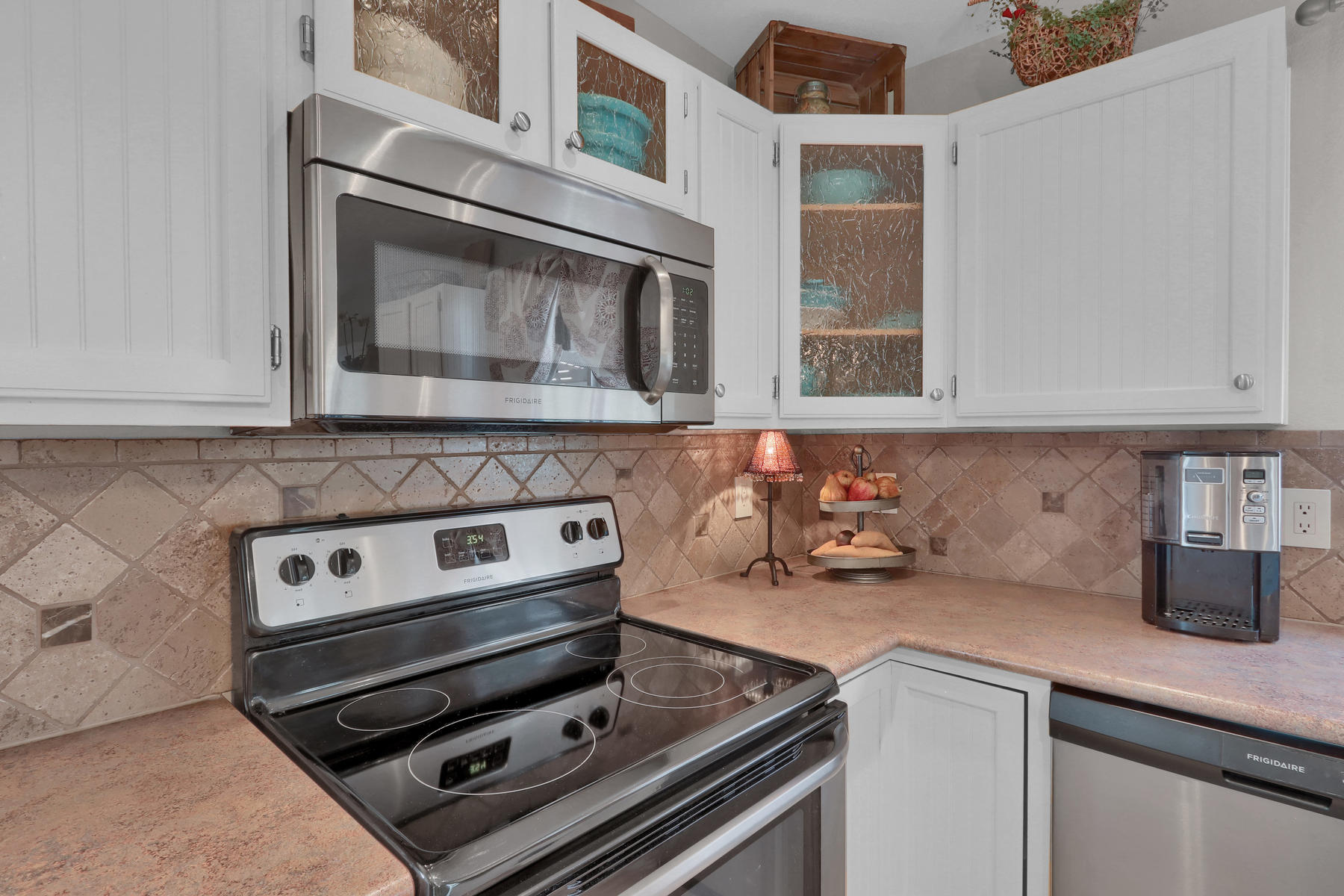 5370 S Genoa St Cenntenial CO-016-23-Kitchen-MLS_Size.jpg