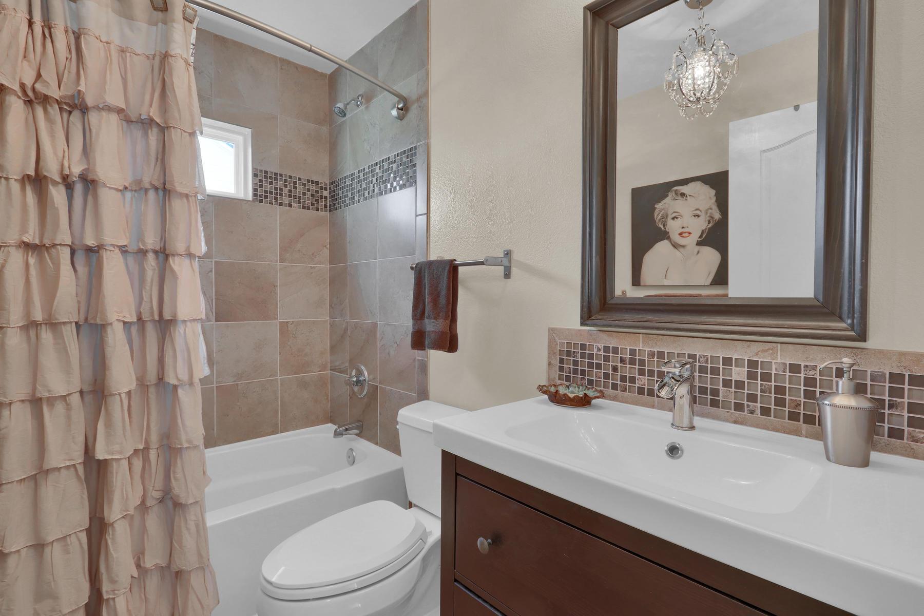 5370 S Genoa St Cenntenial CO-020-30-Bathroom-MLS_Size.jpg