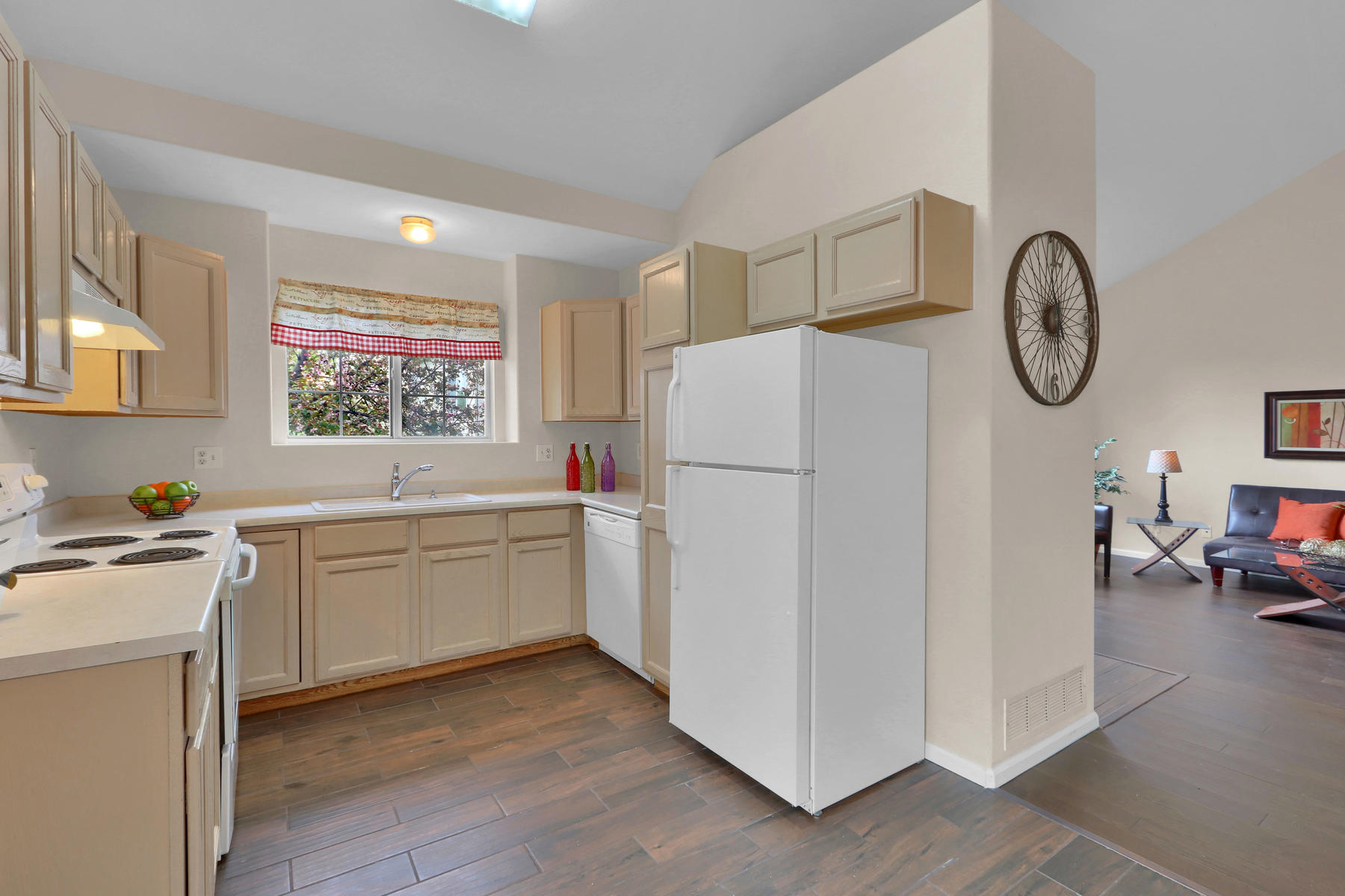 3009 W 107th Pl F Westminster-009-17-Kitchen-MLS_Size.jpg