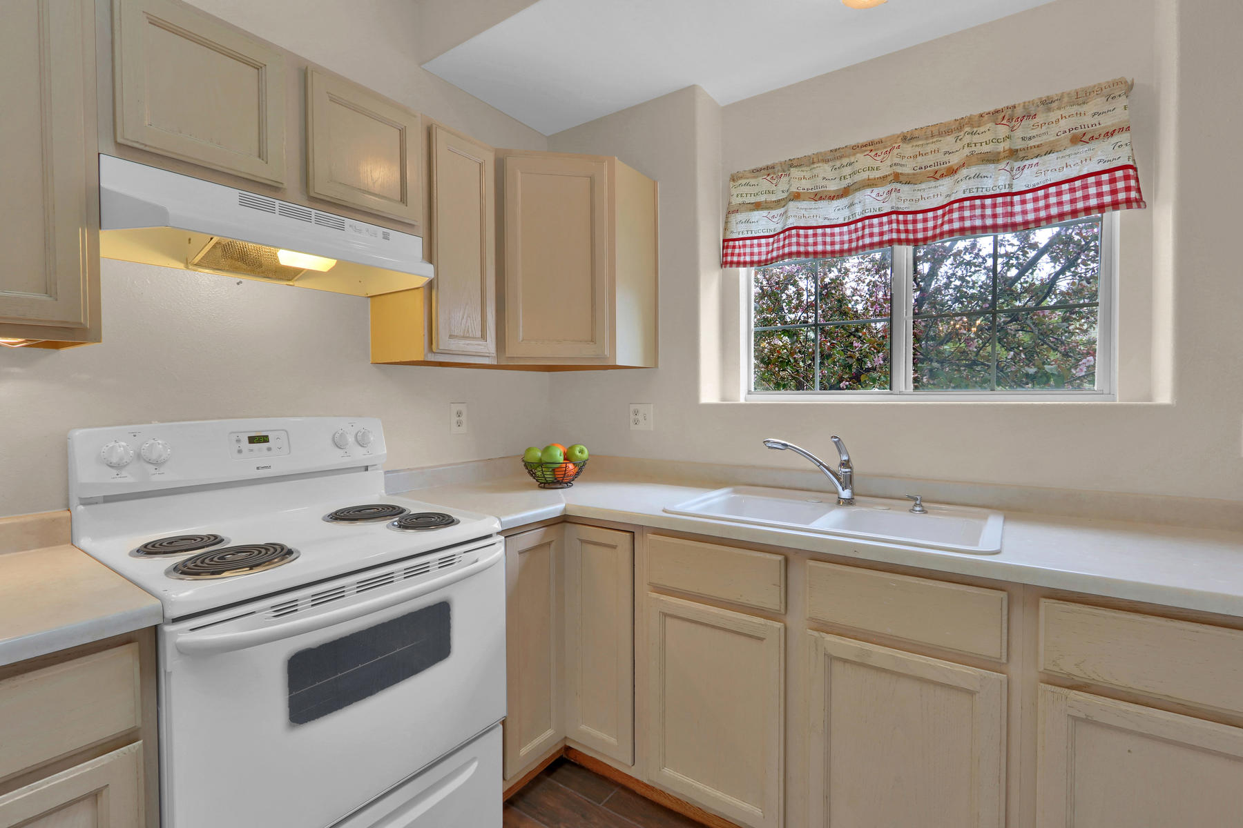3009 W 107th Pl F Westminster-011-19-Kitchen-MLS_Size.jpg