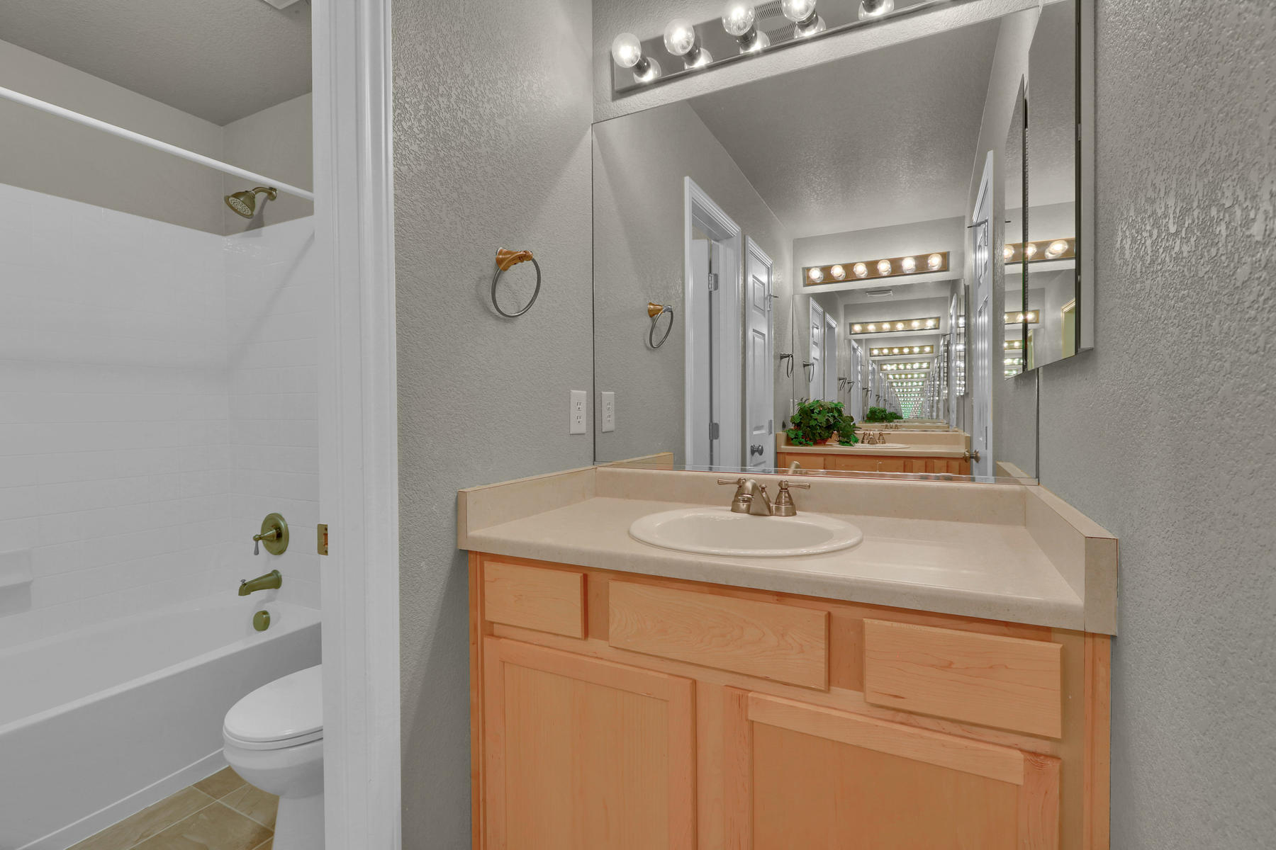 17881 W 77th Dr Arvada CO-040-41-Bathroom-MLS_Size.jpg