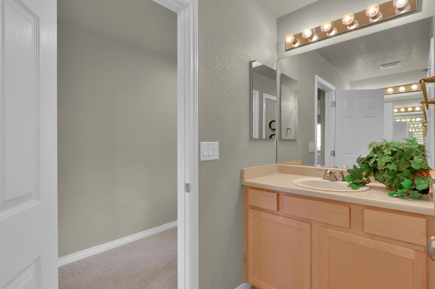 17881 W 77th Dr Arvada CO-041-42-Bathroom-MLS_Size.jpg