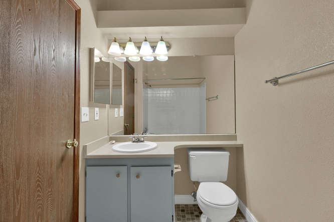 1891 Newland Ct Lakewood CO-small-021-26-Bathroom-666x445-72dpi.jpg