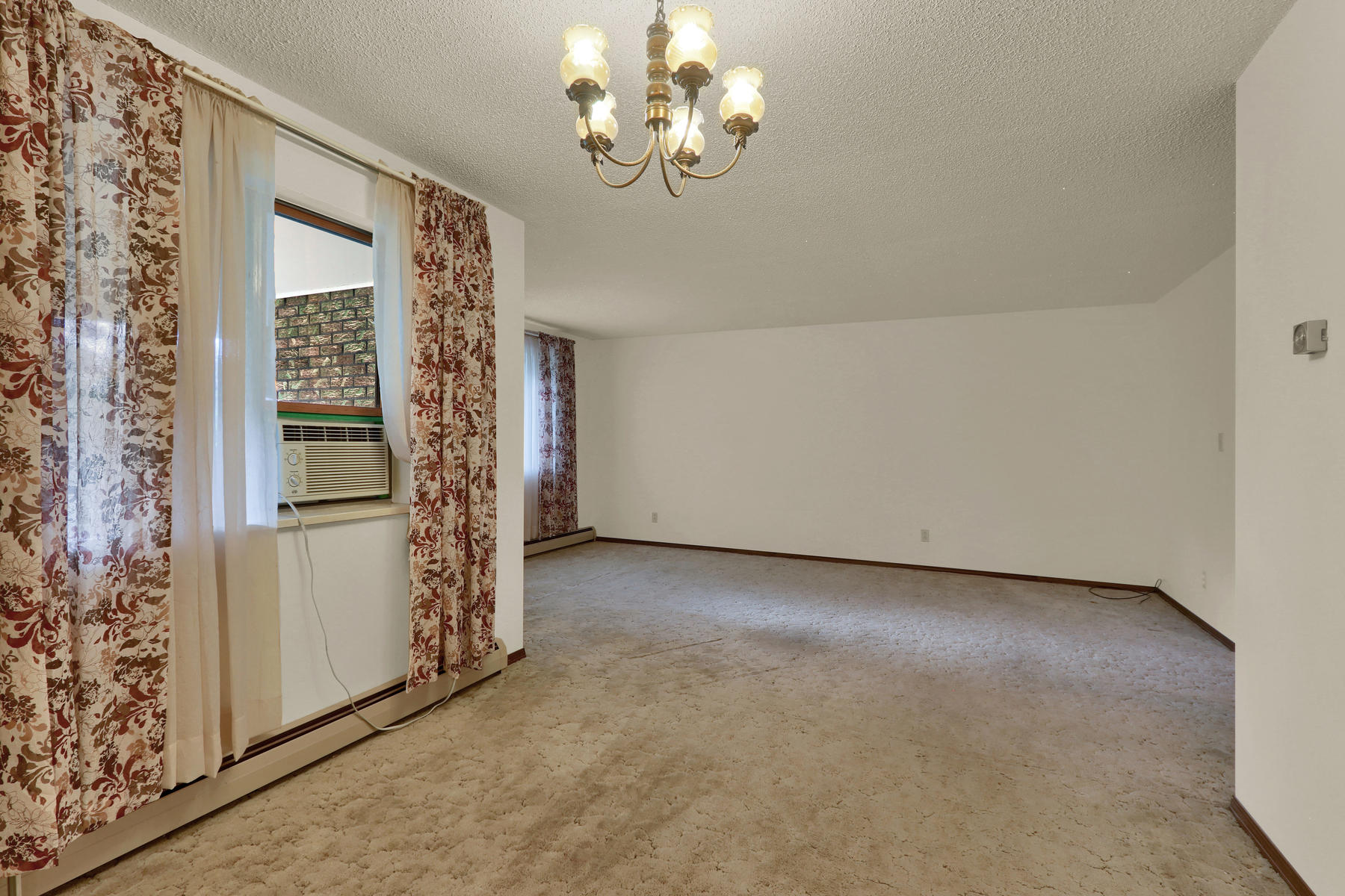307 Oswego St Aurora CO 80010-004-12-Dining Room-MLS_Size.jpg