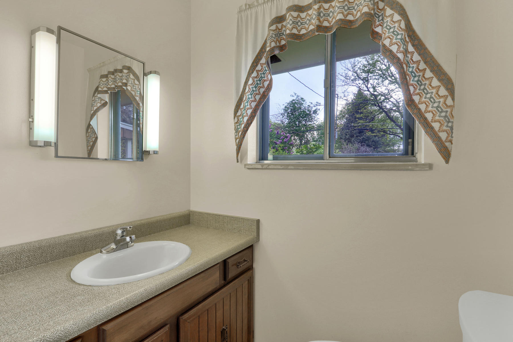 307 Oswego St Aurora CO 80010-010-10-Bathroom-MLS_Size.jpg