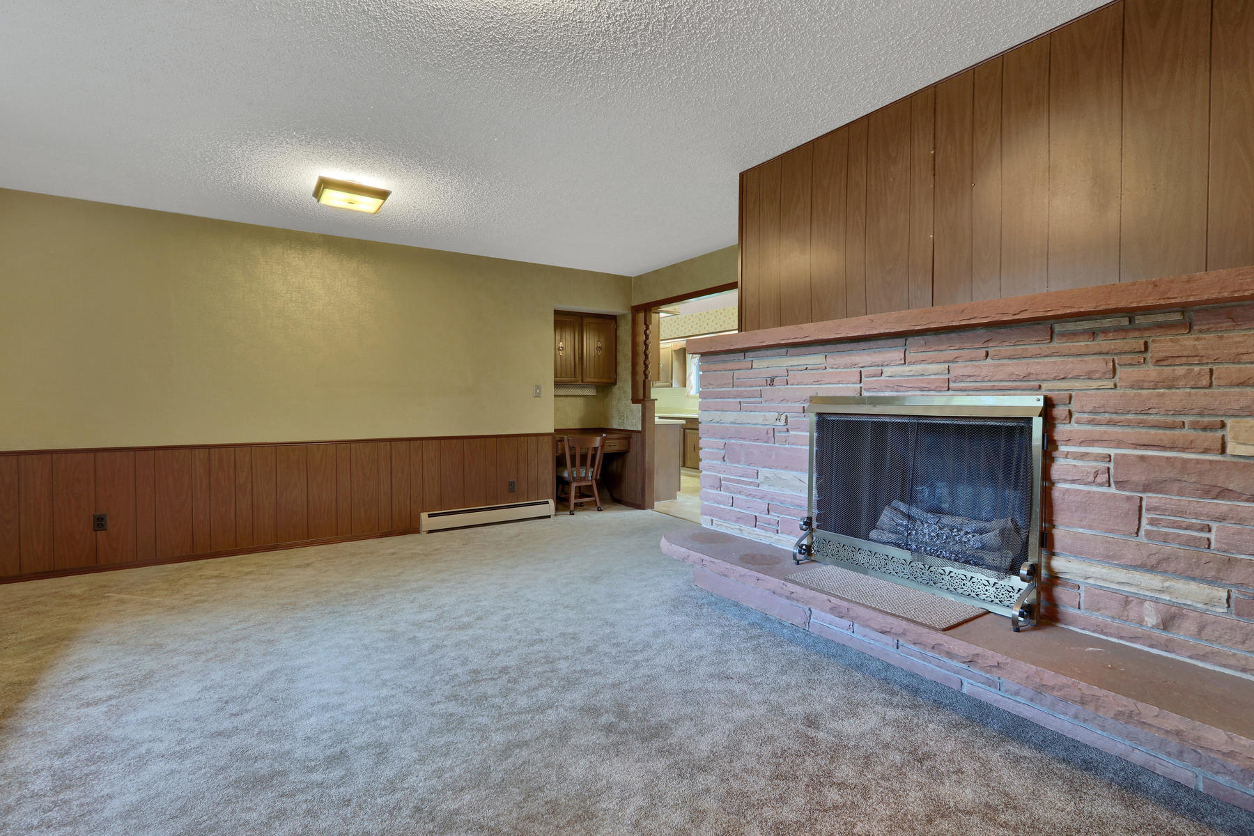 307 Oswego St Aurora CO 80010-012-19-Family Room-MLS_Size.jpg