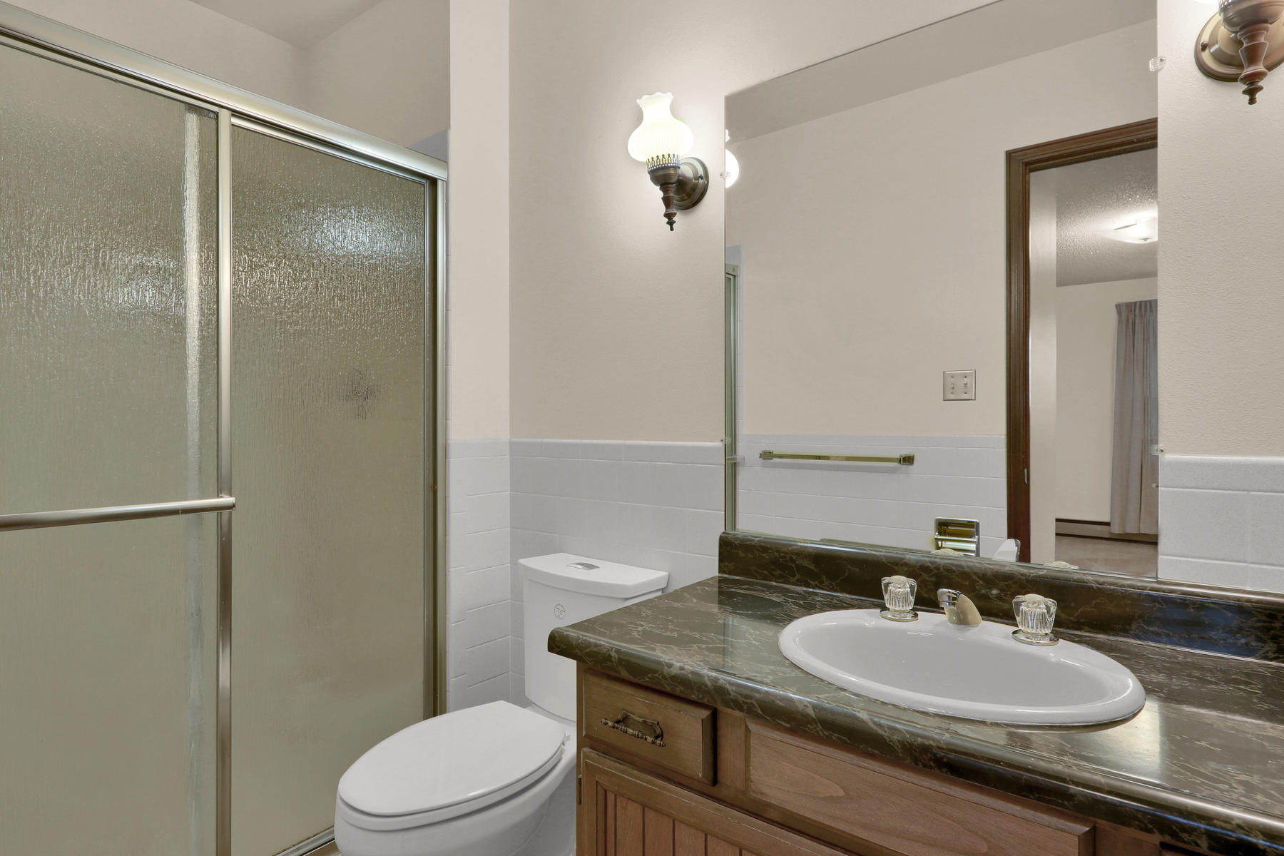 307 Oswego St Aurora CO 80010-016-18-Bathroom-MLS_Size.jpg