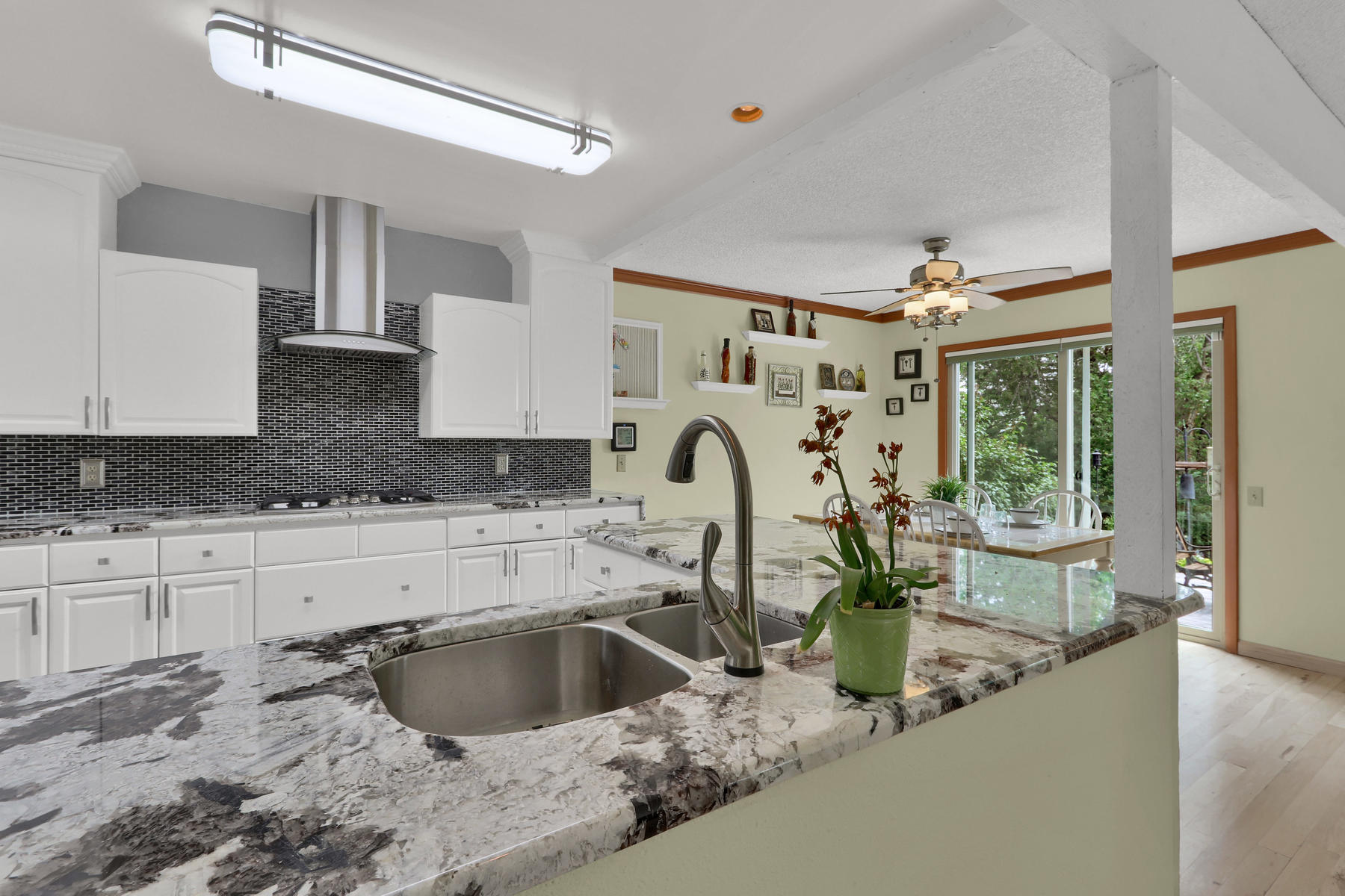 8490 Independence Way Arvada-025-035-Kitchen-MLS_Size.jpg