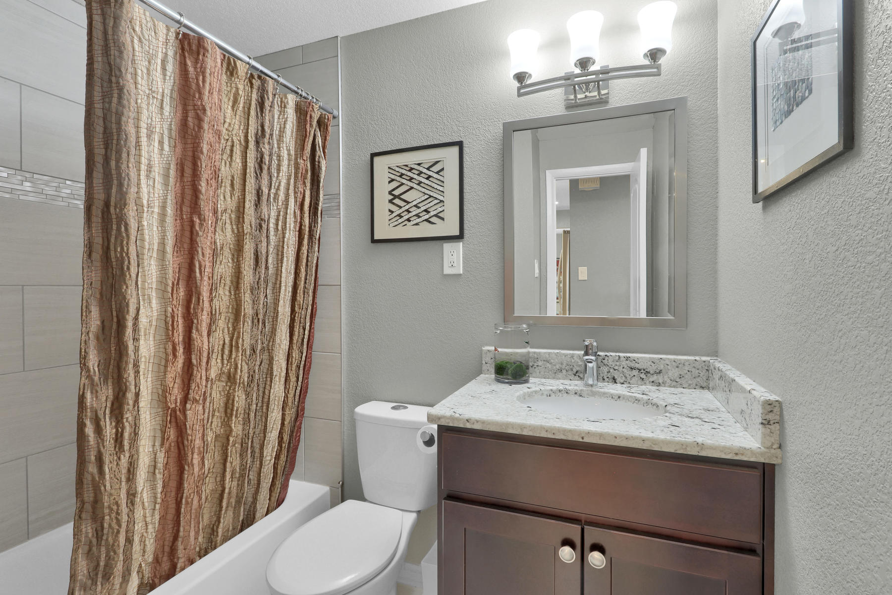 6112 Dudley Ct Arvada CO 80004-014-020-Bathroom-MLS_Size.jpg