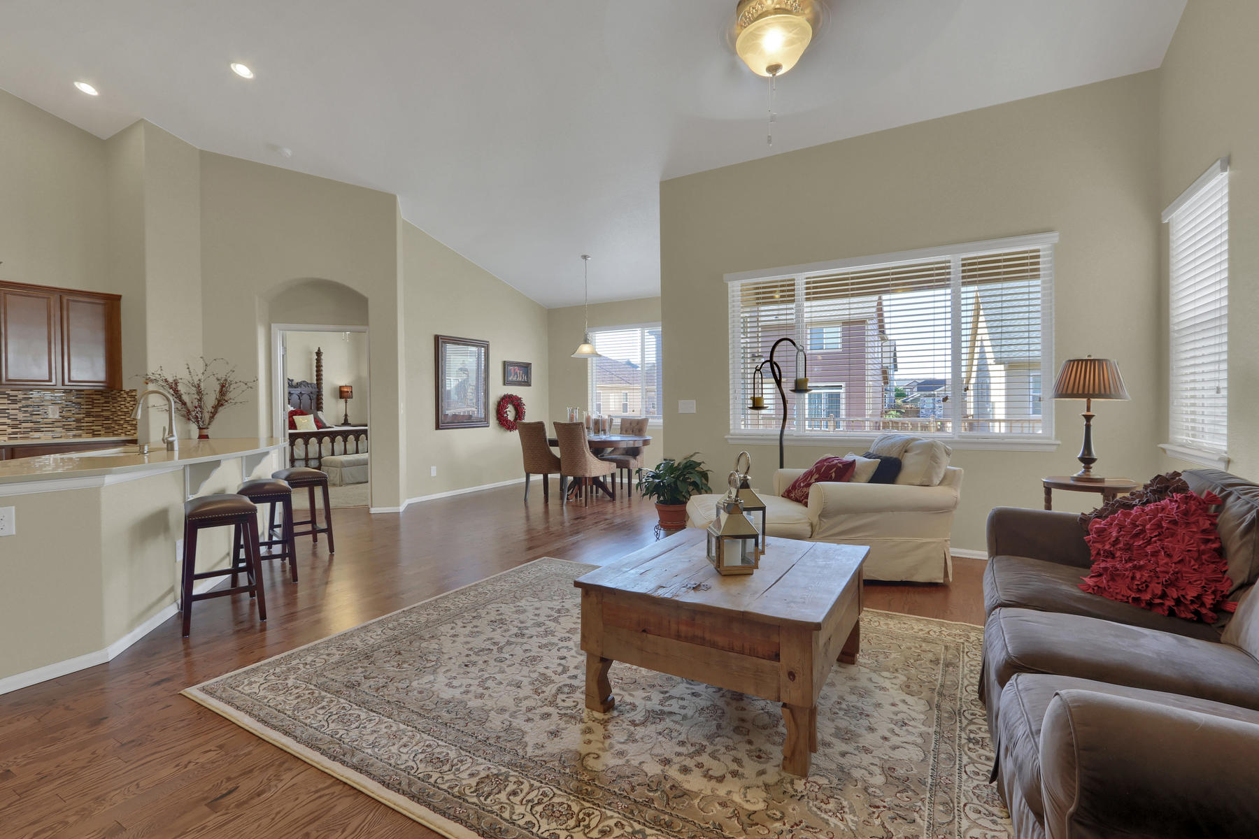 5181 Delphinium Cir Brighton-003-017-Living Room-MLS_Size.jpg