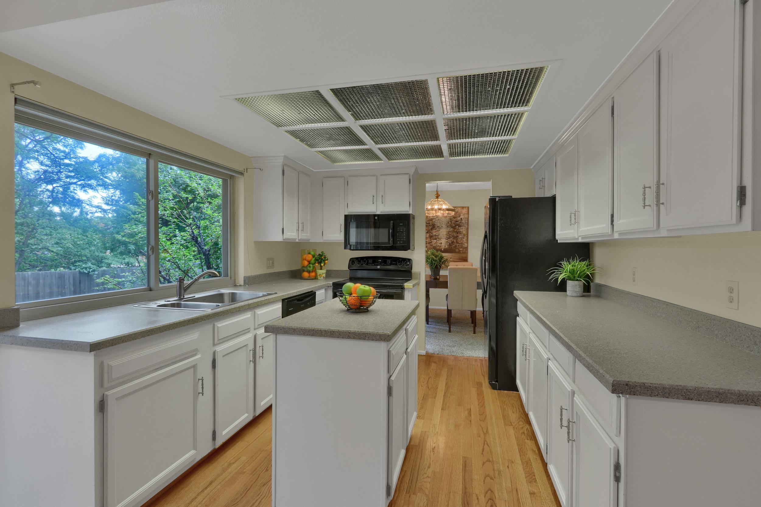 9634 W 87th Cir Arvada CO-print-005-007-Kitchen-4200x2800-300dpi.jpg