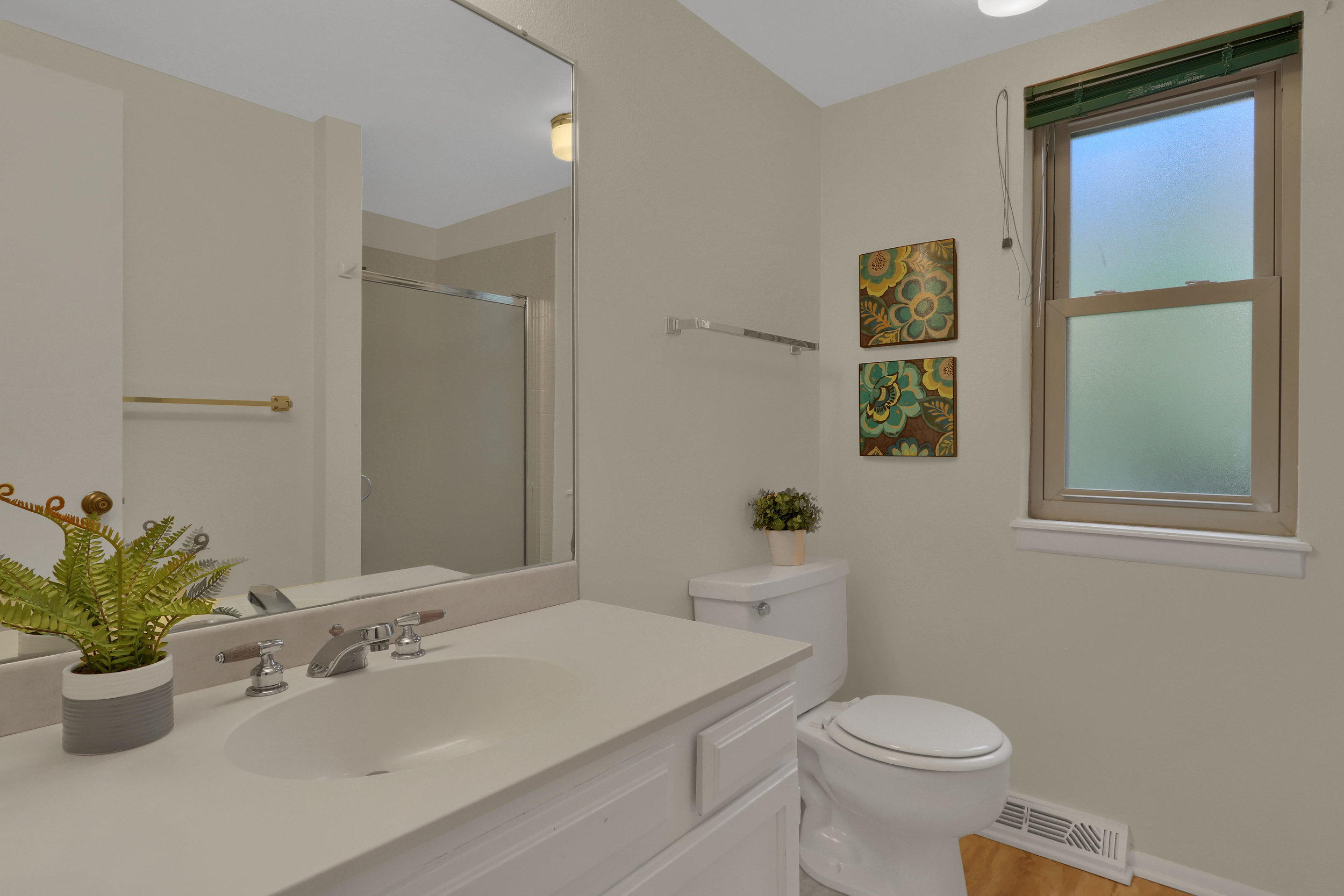 9634 W 87th Cir Arvada CO-print-014-014-Bathroom-4200x2800-300dpi.jpg