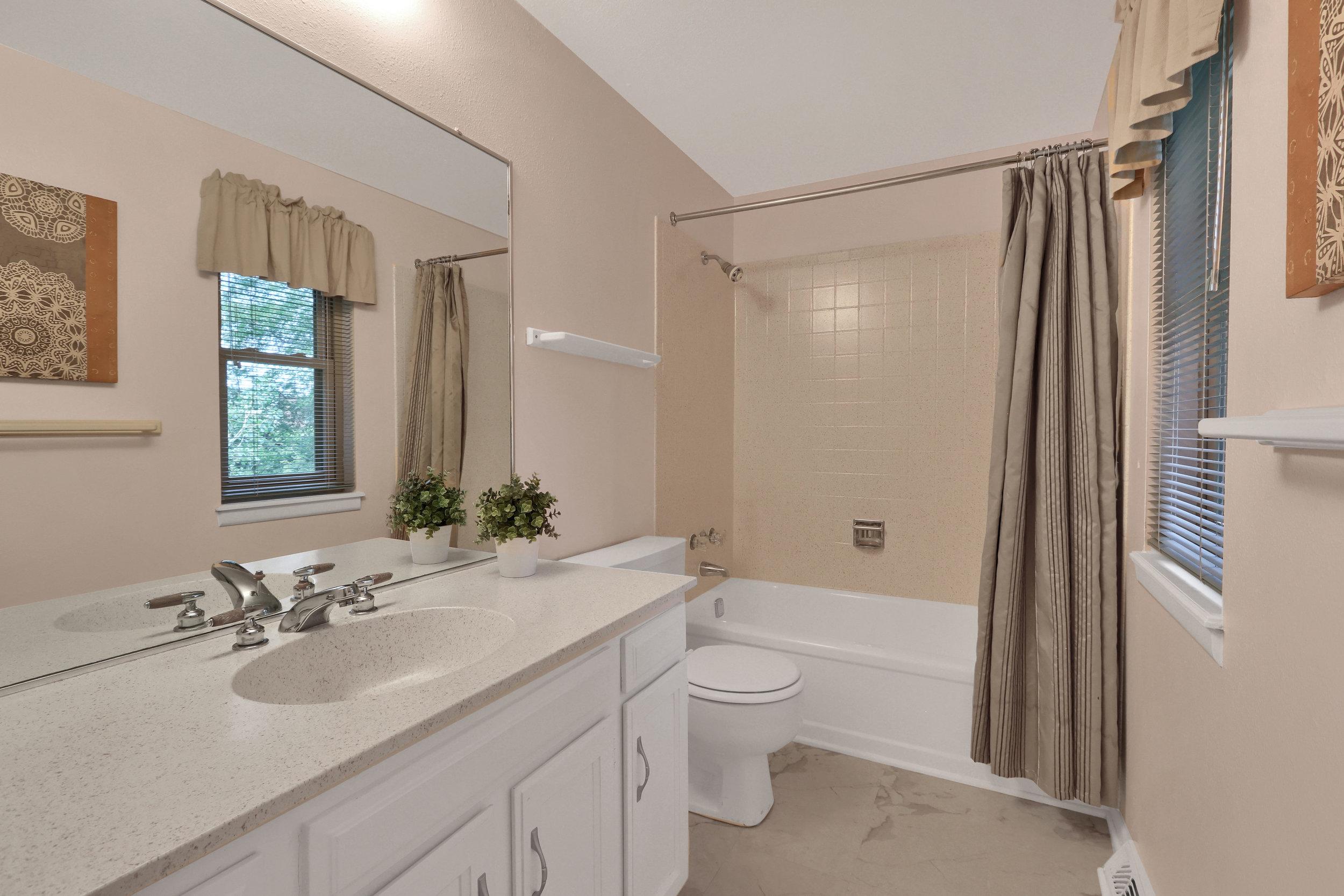 9634 W 87th Cir Arvada CO-print-016-018-Bathroom-4200x2800-300dpi.jpg