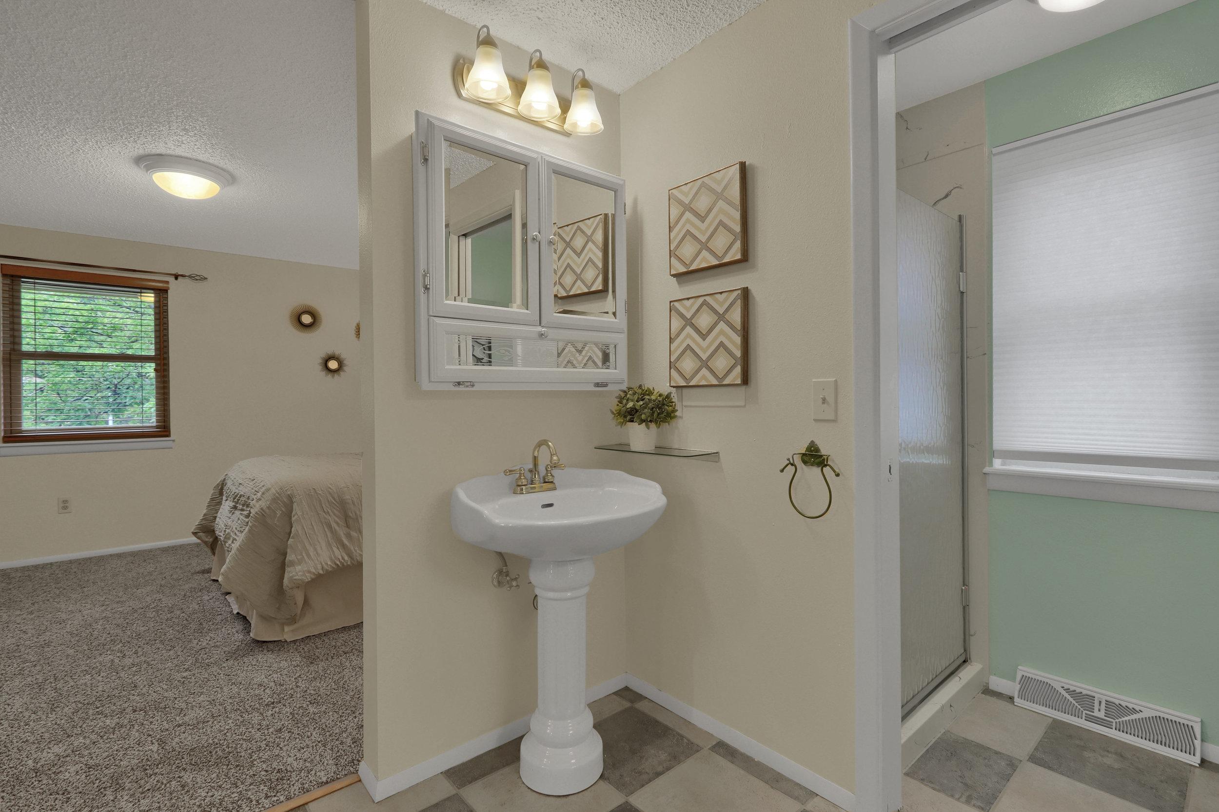 9634 W 87th Cir Arvada CO-print-019-020-Bathroom-4200x2800-300dpi.jpg