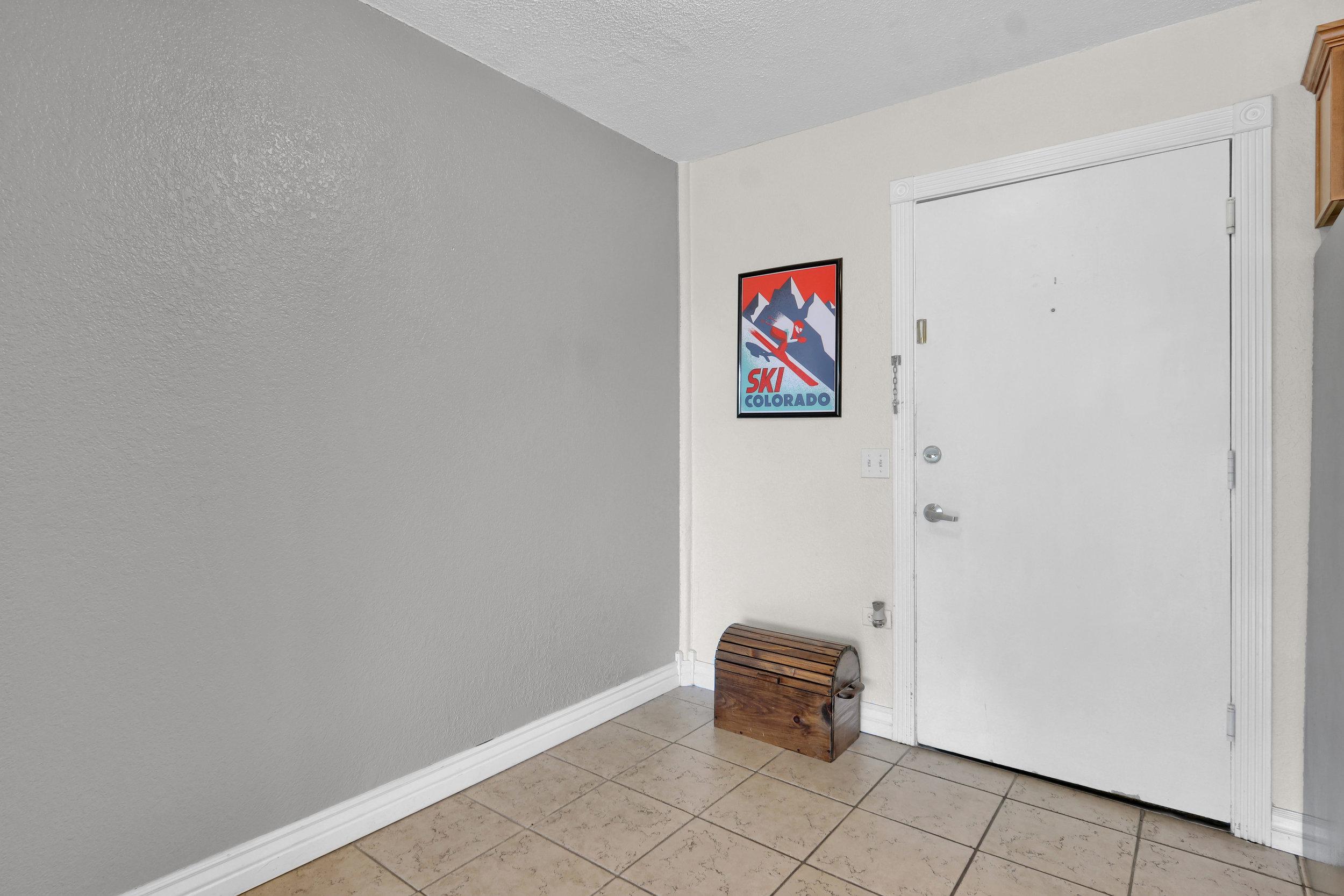 909 N Logan St Unit 3J Denver-print-002-003-Foyer-4200x2800-300dpi.jpg
