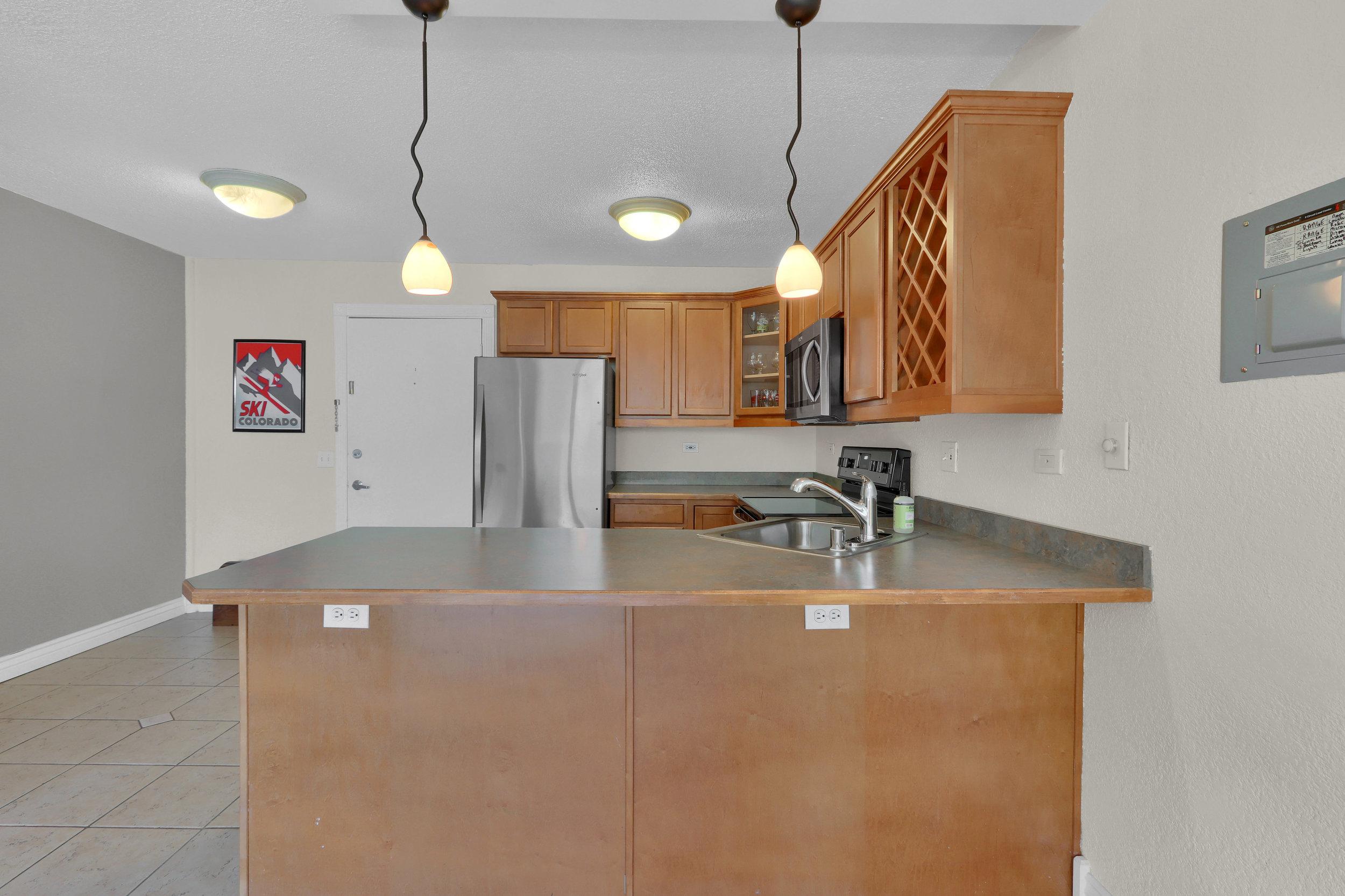 909 N Logan St Unit 3J Denver-print-006-002-Kitchen-4200x2800-300dpi.jpg