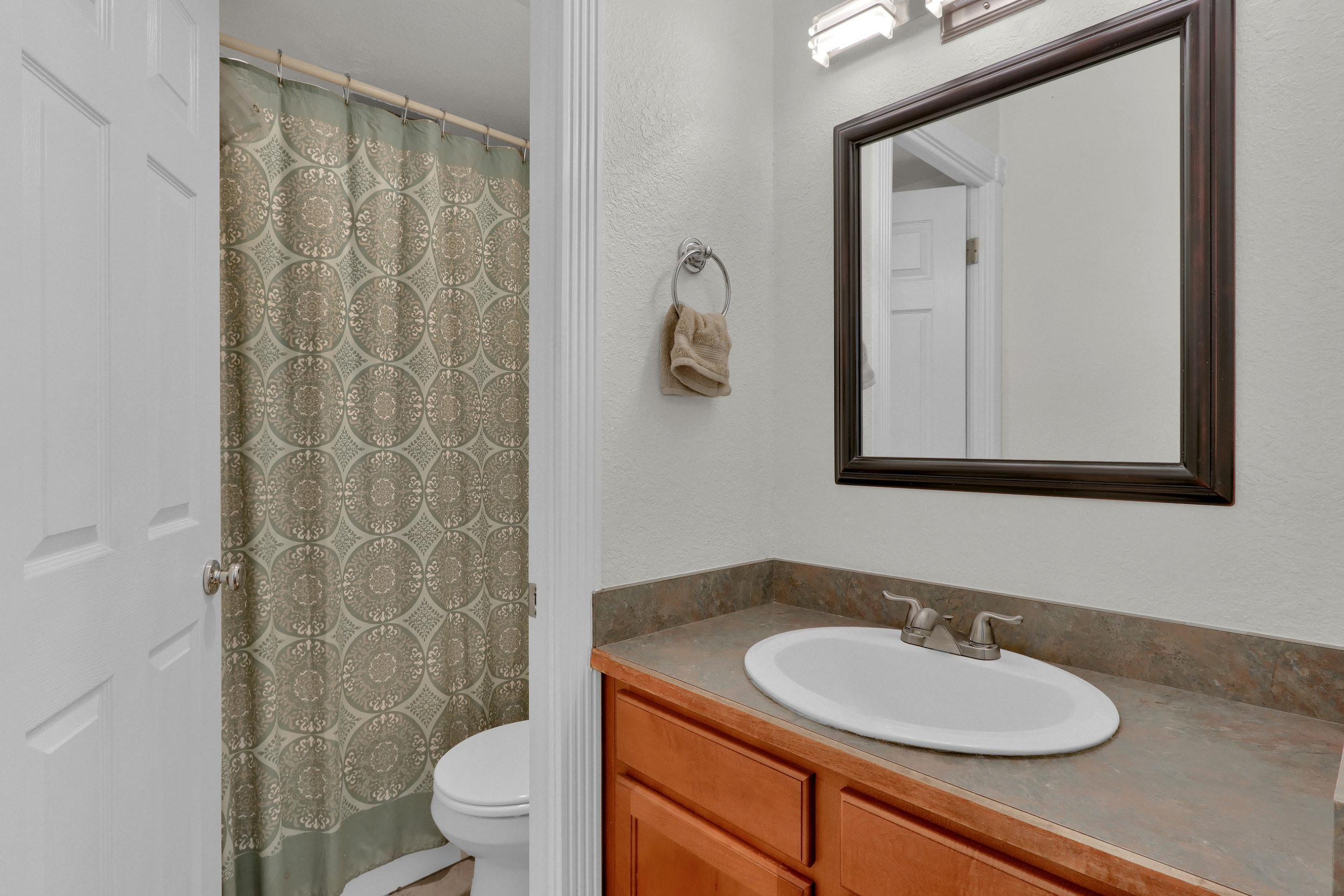 909 N Logan St Unit 3J Denver-print-012-012-Bathroom-4200x2800-300dpi.jpg