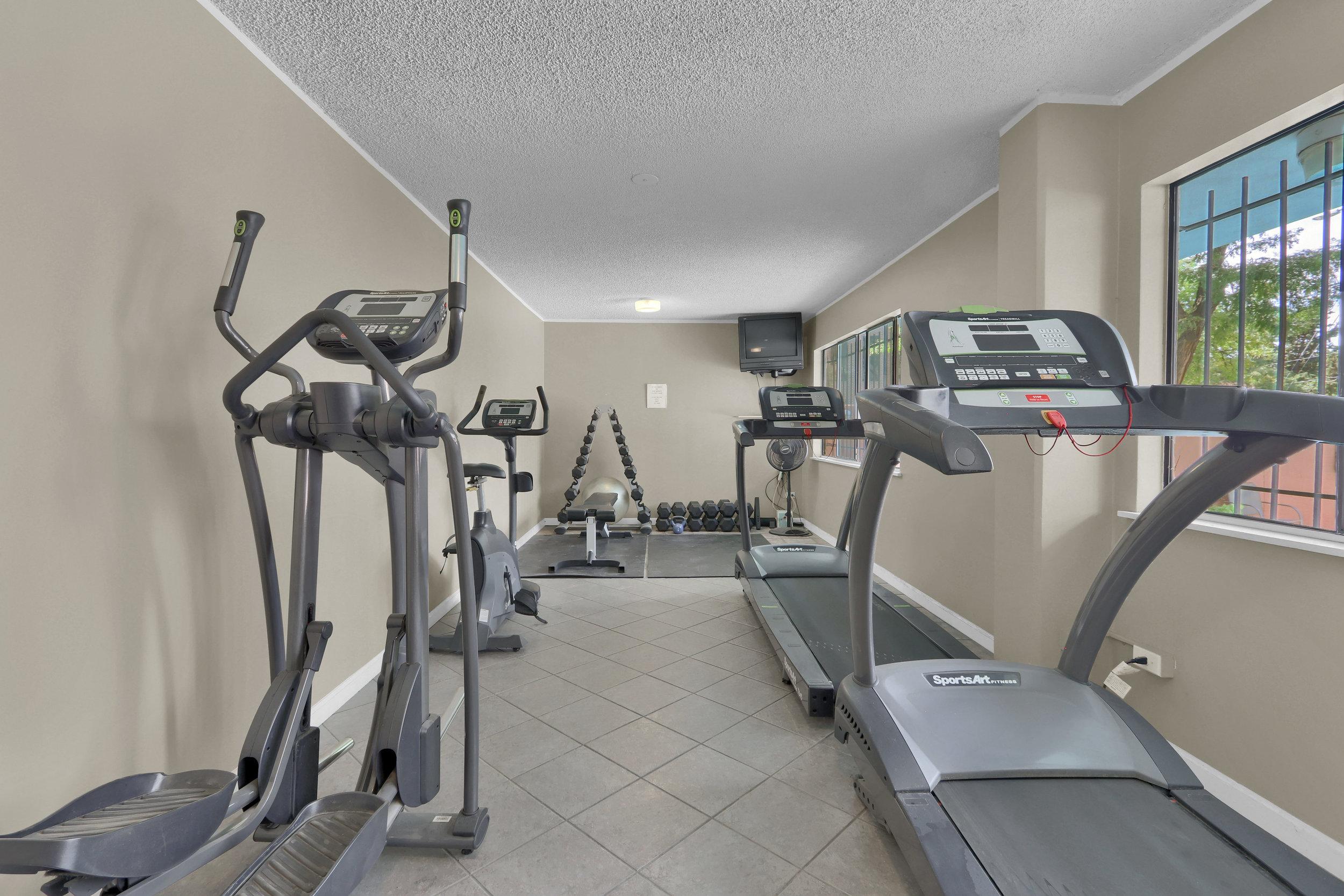 909 N Logan St Unit 3J Denver-print-024-022-Exercise Room-4200x2800-300dpi.jpg