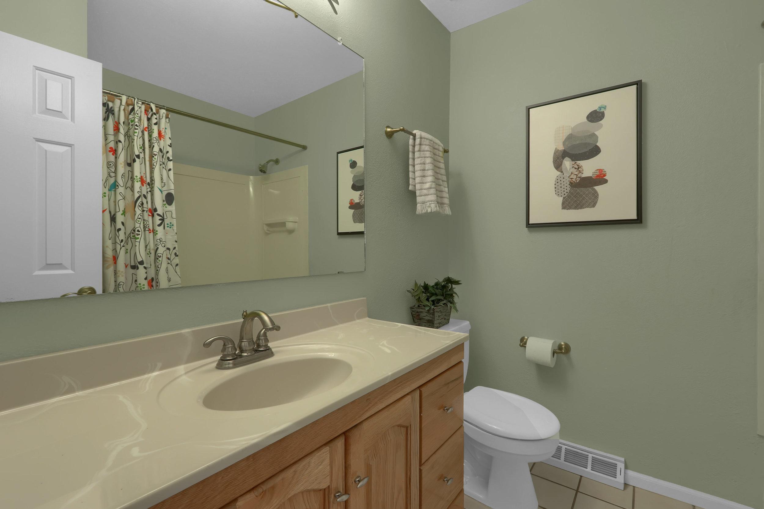 5235 Tabor Street Arvada CO-print-027-004-Bathroom-4200x2800-300dpi.jpg