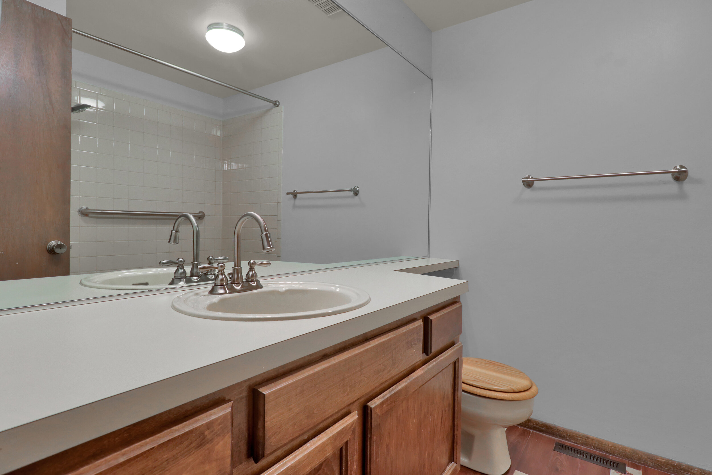 9970 Grove Street Unit B-print-017-021-Bathroom-4200x2800-300dpi.jpg