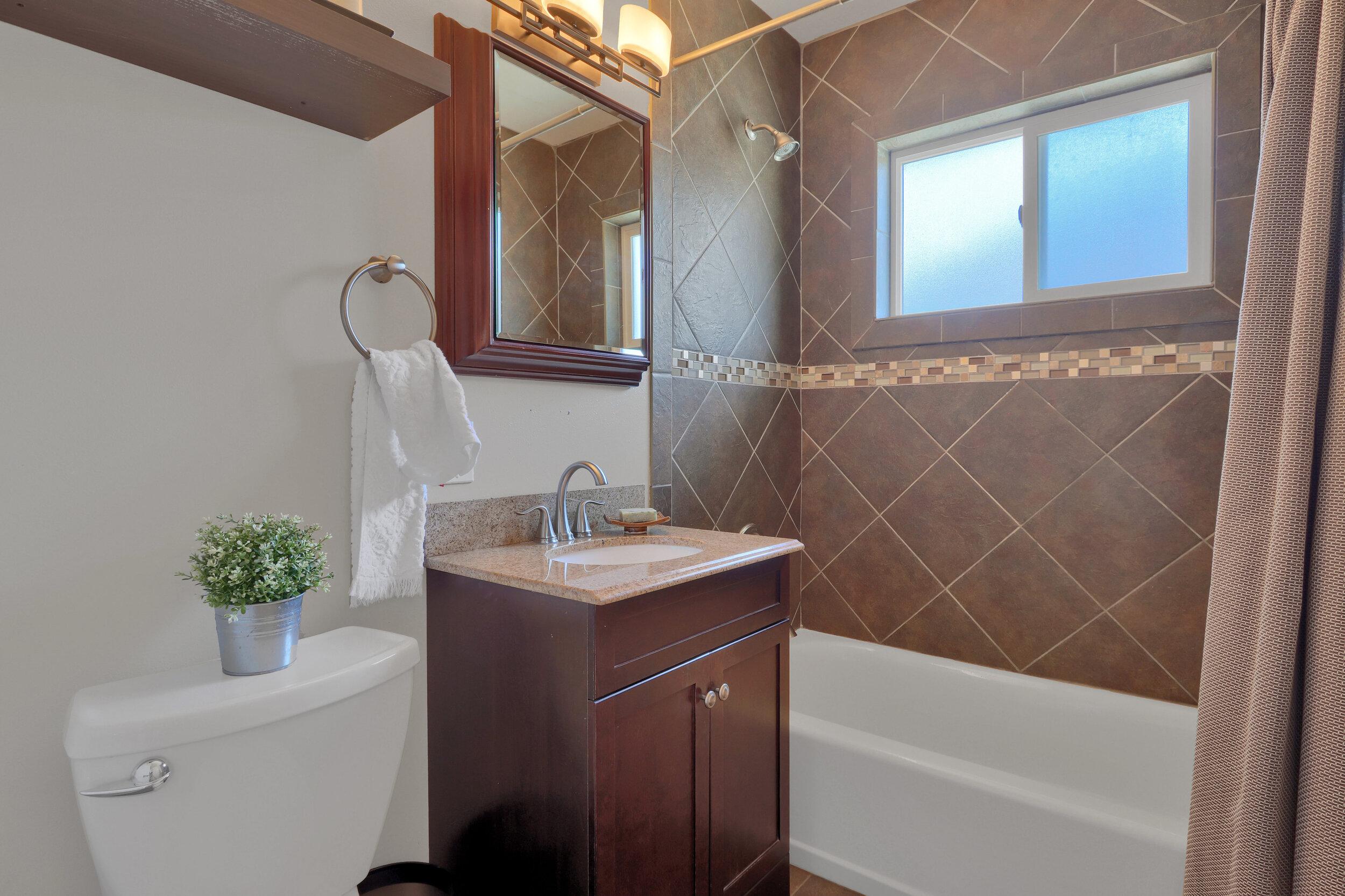 6393 Johnson Way Arvada CO-print-016-004-Bathroom-4200x2800-300dpi.jpg